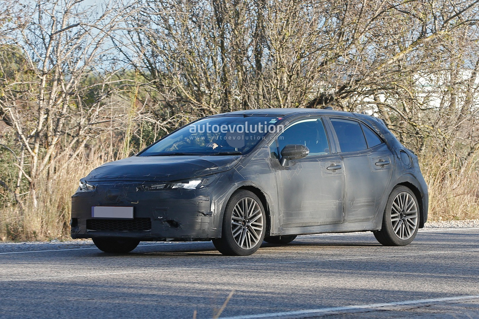 2018 - [Toyota] Corolla 2018 - Page 2 2019-toyota-auris-spied-with-production-body_3