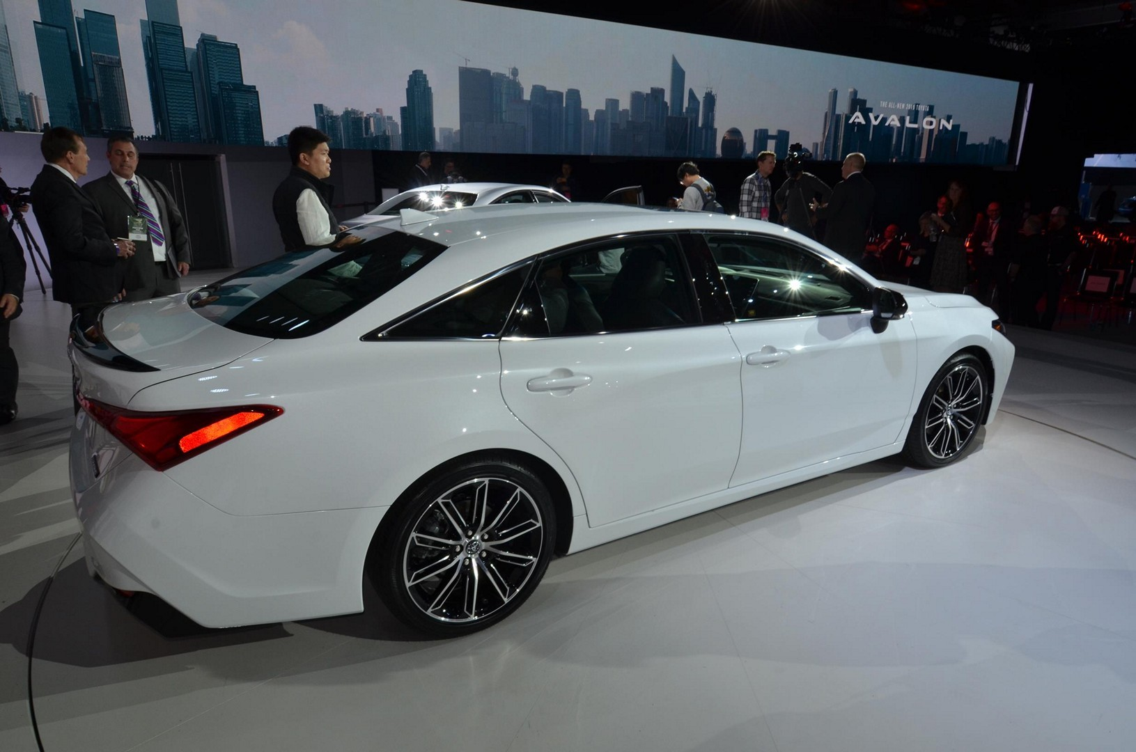Crown Toyota 2018 >> 2019 Toyota Avalon Looks Sufficiently Japanese - autoevolution