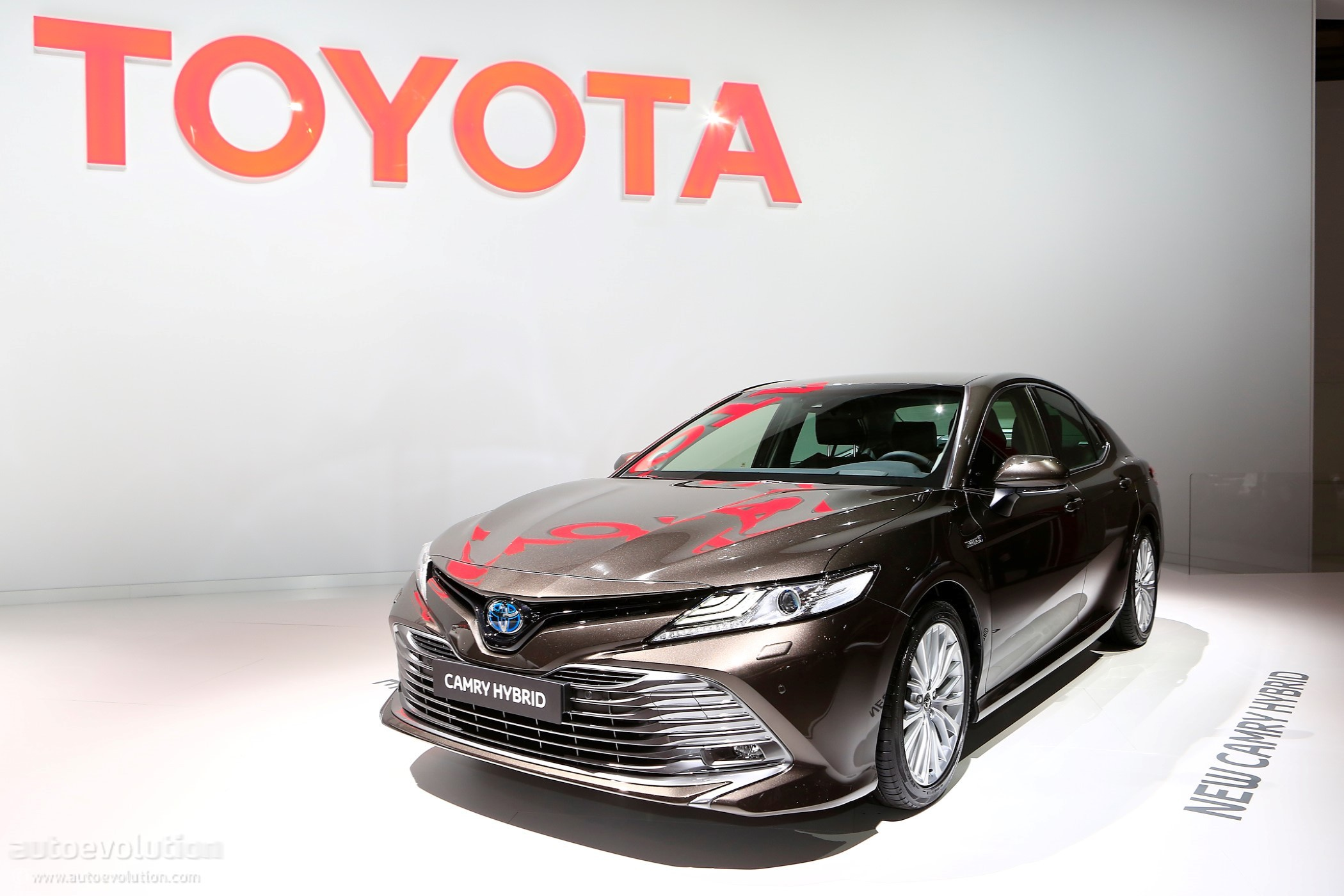 2019 Toyota Camry Shows Up In Paris With Hybrid Powertrain ...