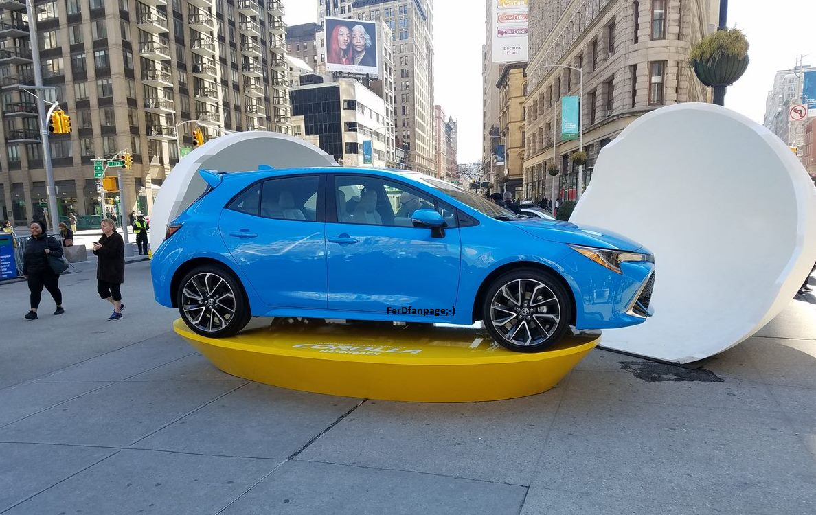 2019 Toyota Corolla Looks Like A Blue Hot Hatch In The Real World