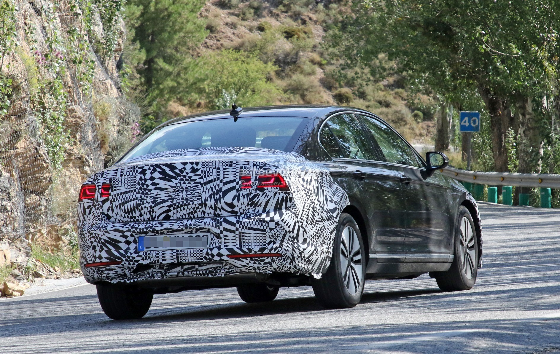 2019 Volkswagen Passat Facelift Spied, Prototype is Plug-In Hybrid - autoevolution