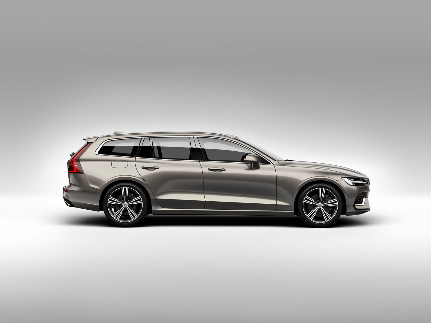 all new volvo v60 cross country confirmed autoevolution. Black Bedroom Furniture Sets. Home Design Ideas