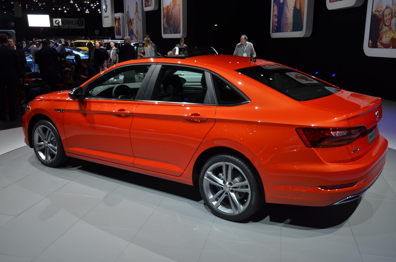 2019 Vw Jetta Turns The Tables With Detroit Debut