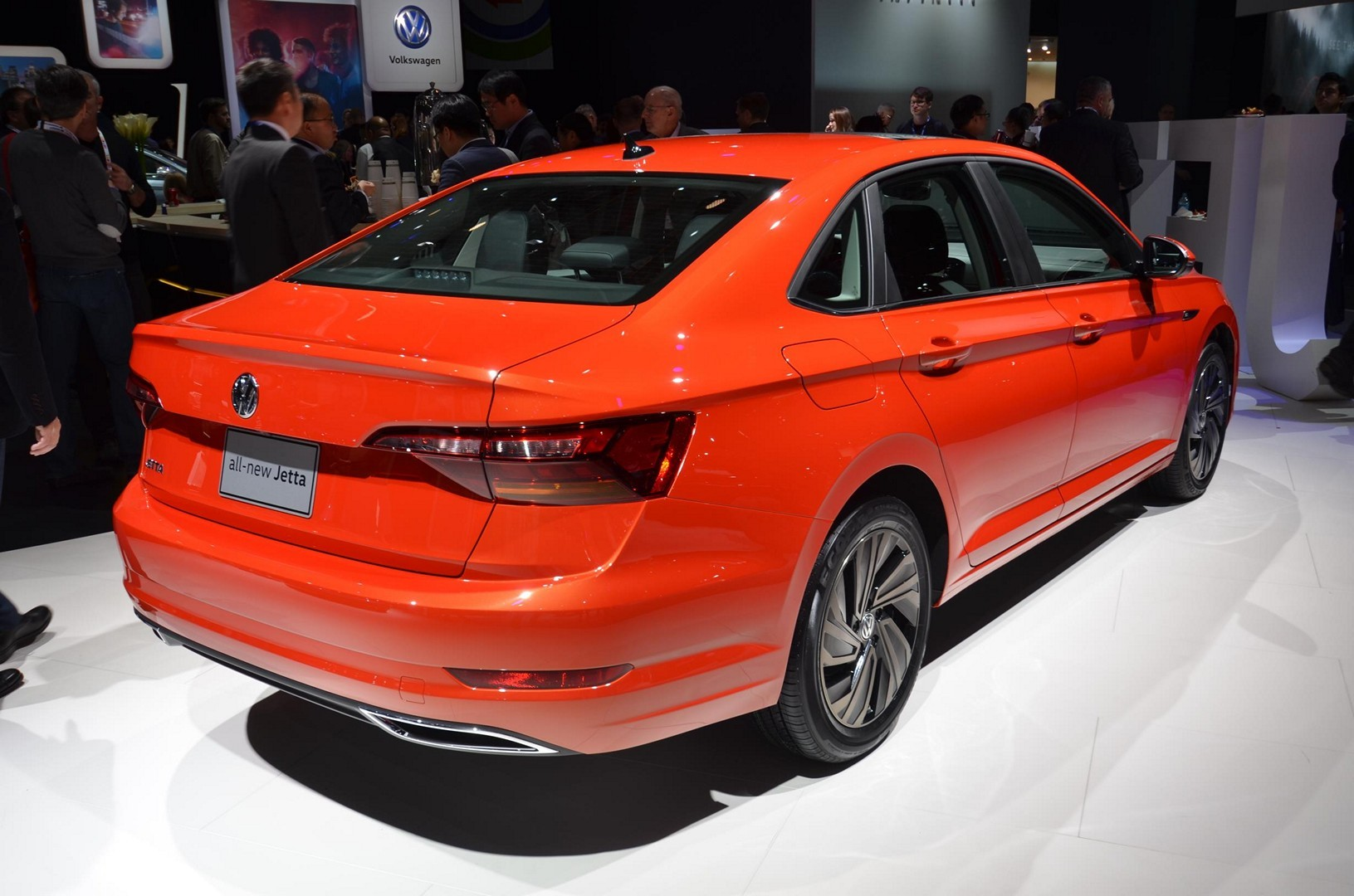 2019 VW Jetta Turns the Tables With Detroit Debut ...