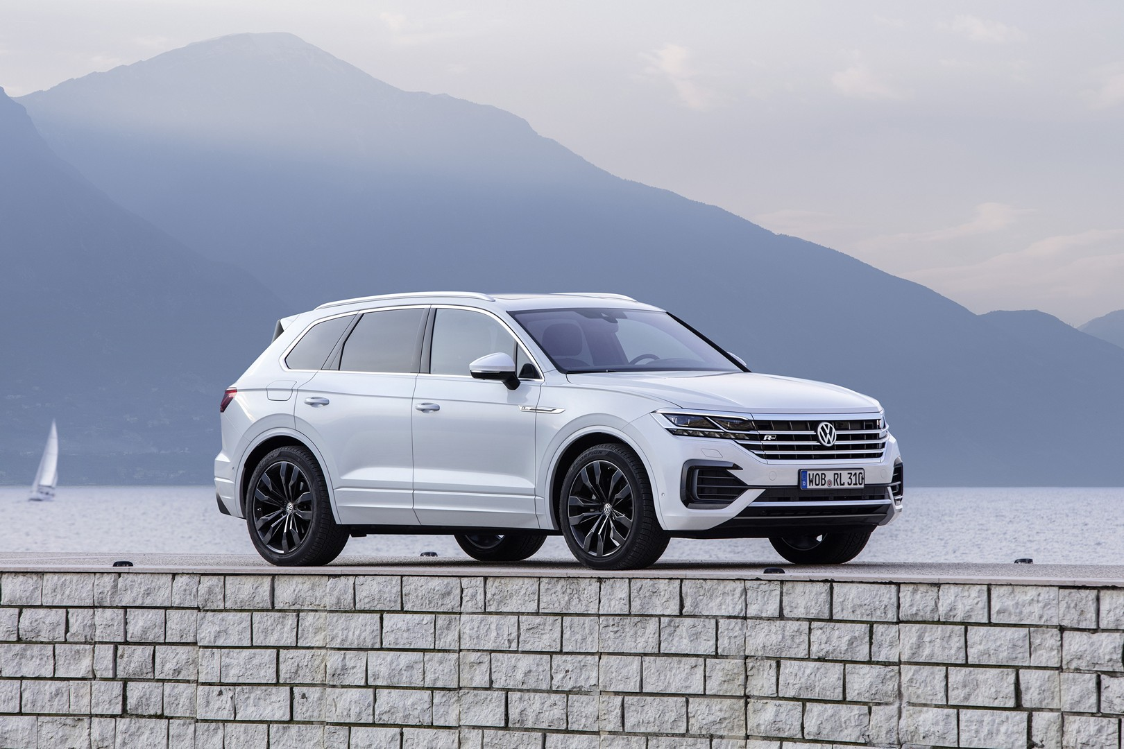 2019 Vw Touareg With 231 Hp 3 0 Tdi Saves You 3 500