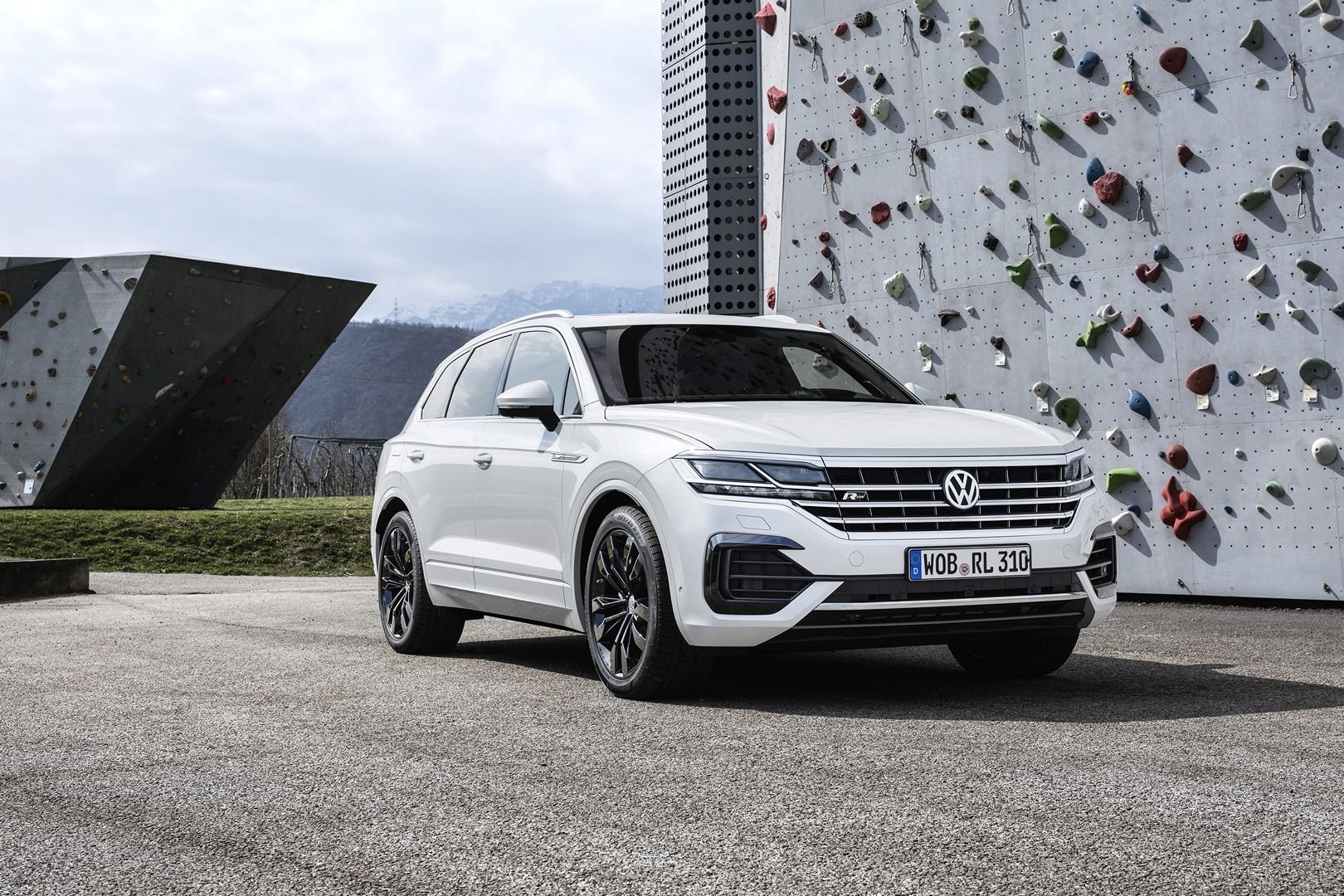 2019 Volkswagen Touareg Is Better than Mercedes GLE, But ...