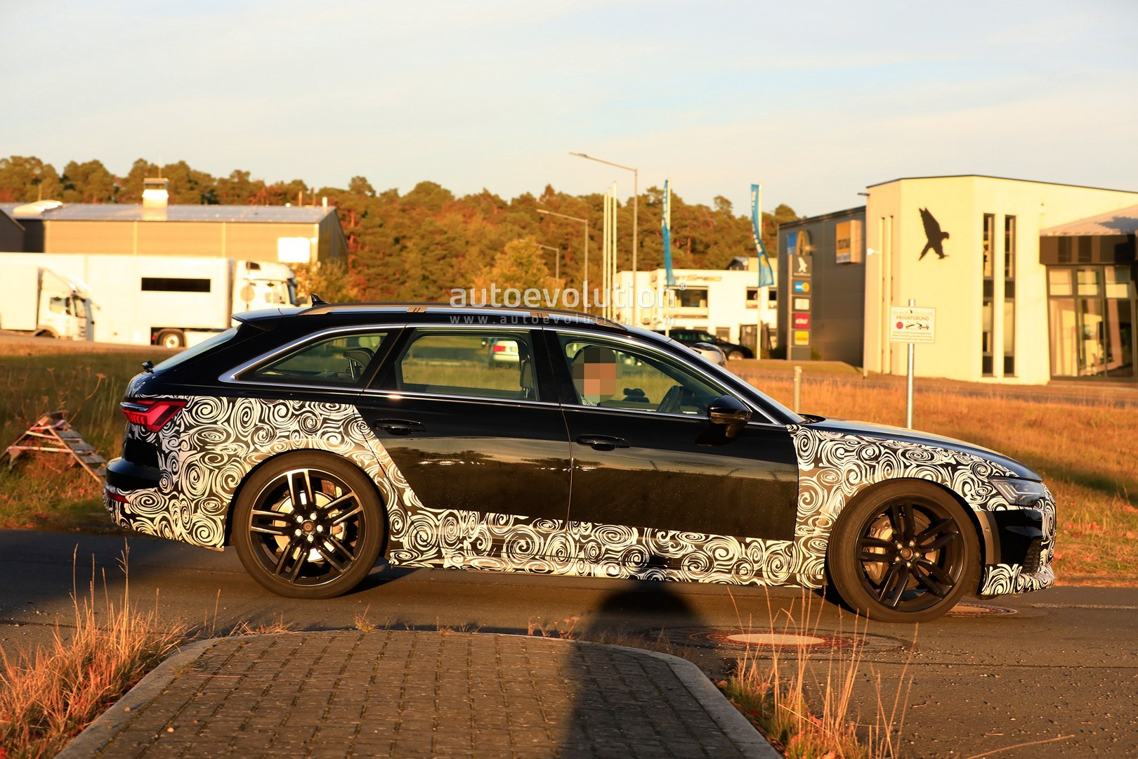 2017 - [Audi] A6 Berline & Avant [C8] - Page 10 2020-audi-a6-allroad-quattro-spied-testing-with-mild-off-road-body-kit_6