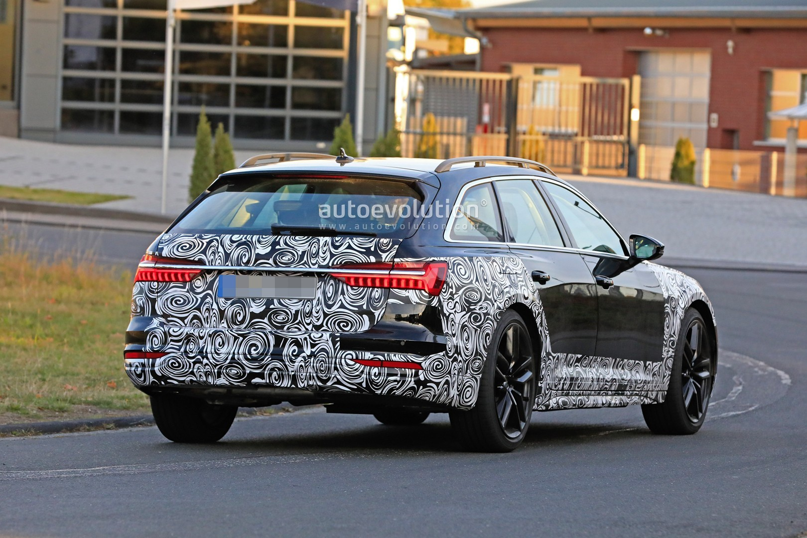 2017 - [Audi] A6 Berline & Avant [C8] - Page 10 2020-audi-a6-allroad-quattro-spied-testing-with-mild-off-road-body-kit_9