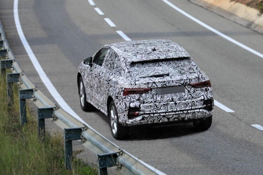 2019 - [Audi] Q3 Sportback - Page 2 2020-audi-q4-spied-camouflage-hides-q8-design-influences_3
