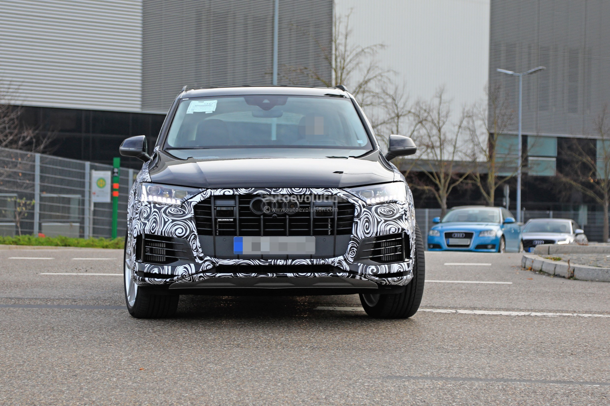 2020 audi q7 facelift spied  features dual-screen infotainment system from q8