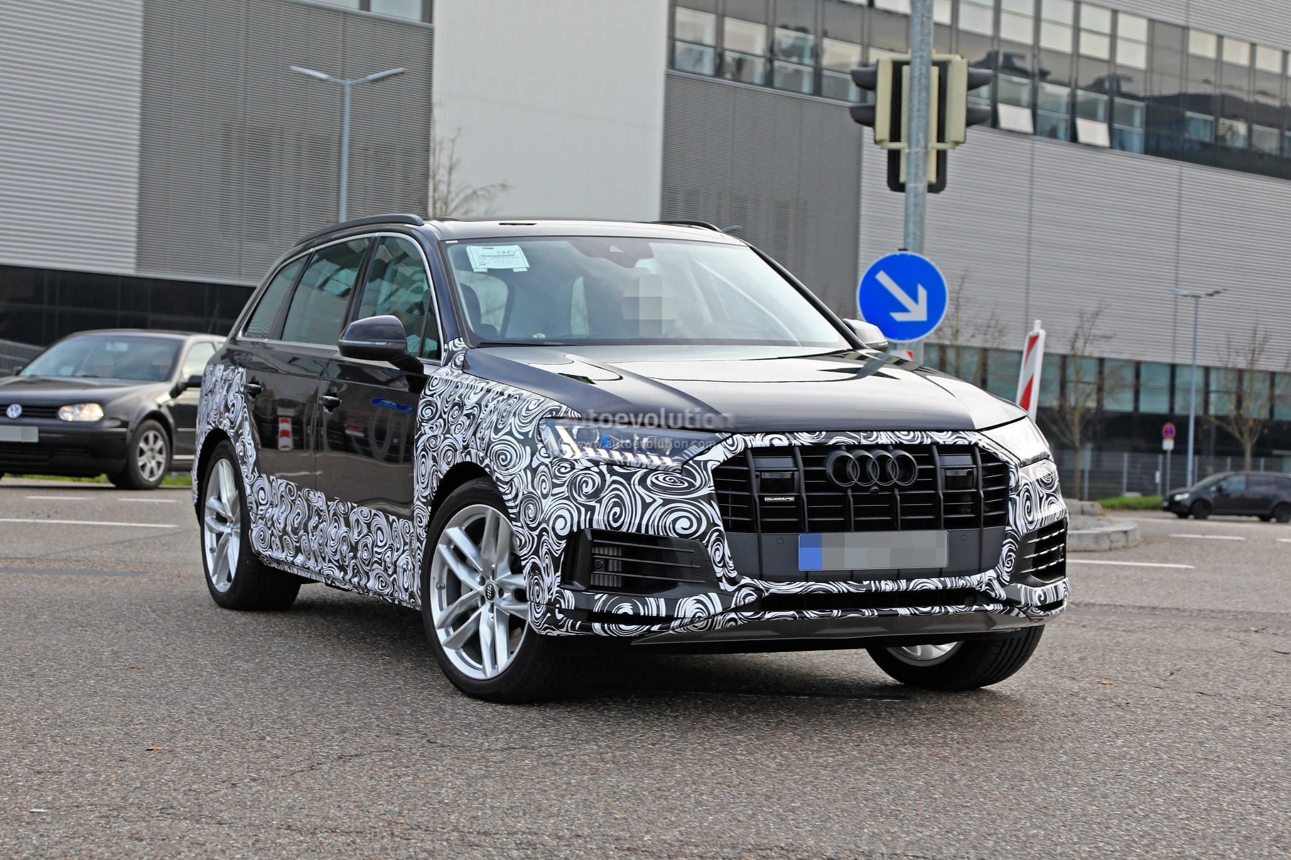 Audi Rs4 2018 >> 2020 Audi Q7 Facelift Spied, Features Dual-Screen Infotainment System From Q8 - autoevolution