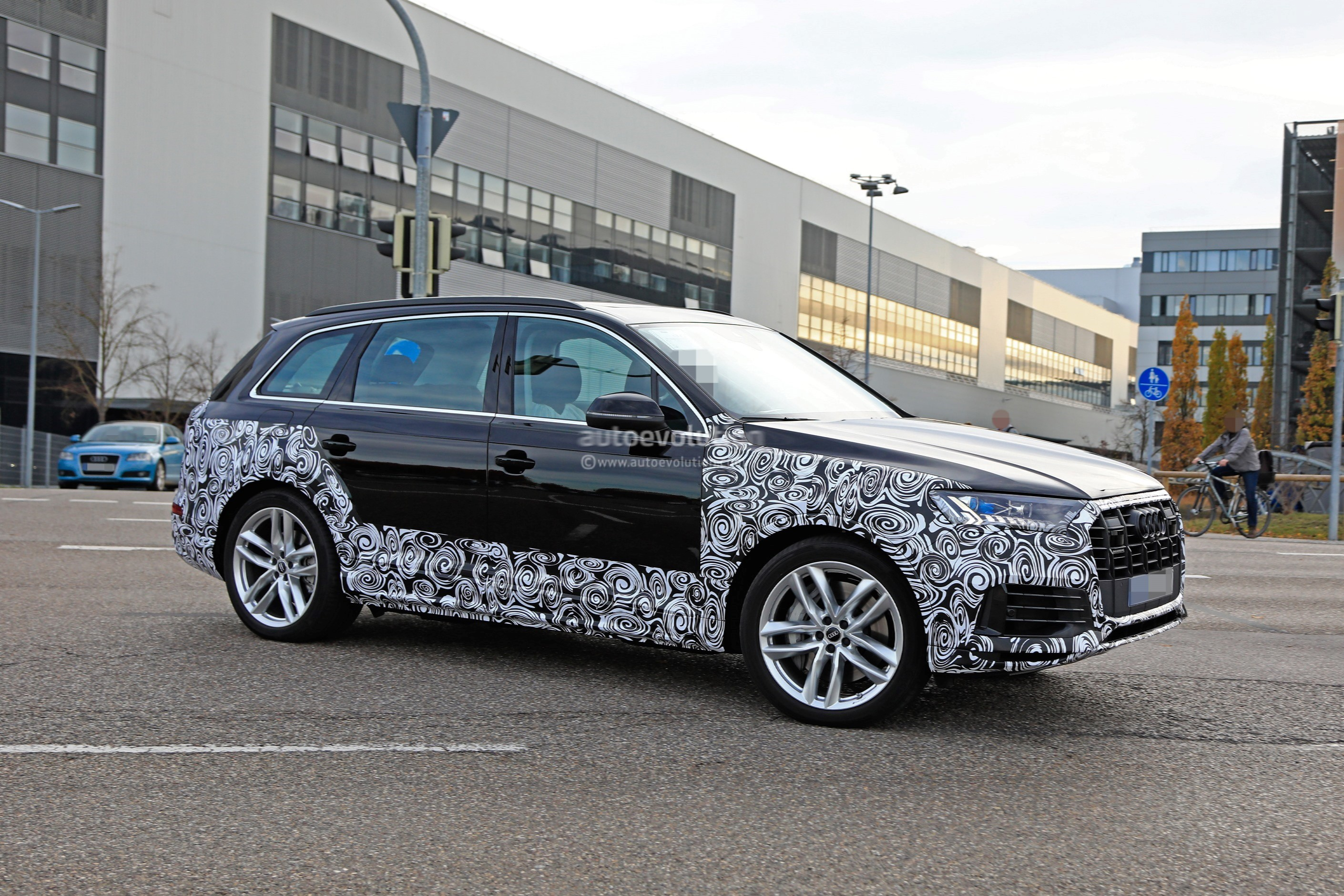 Audi Q7 2019 Facelift >> 2020 Audi Q7 Facelift Spied, Features Dual-Screen Infotainment System From Q8 - autoevolution