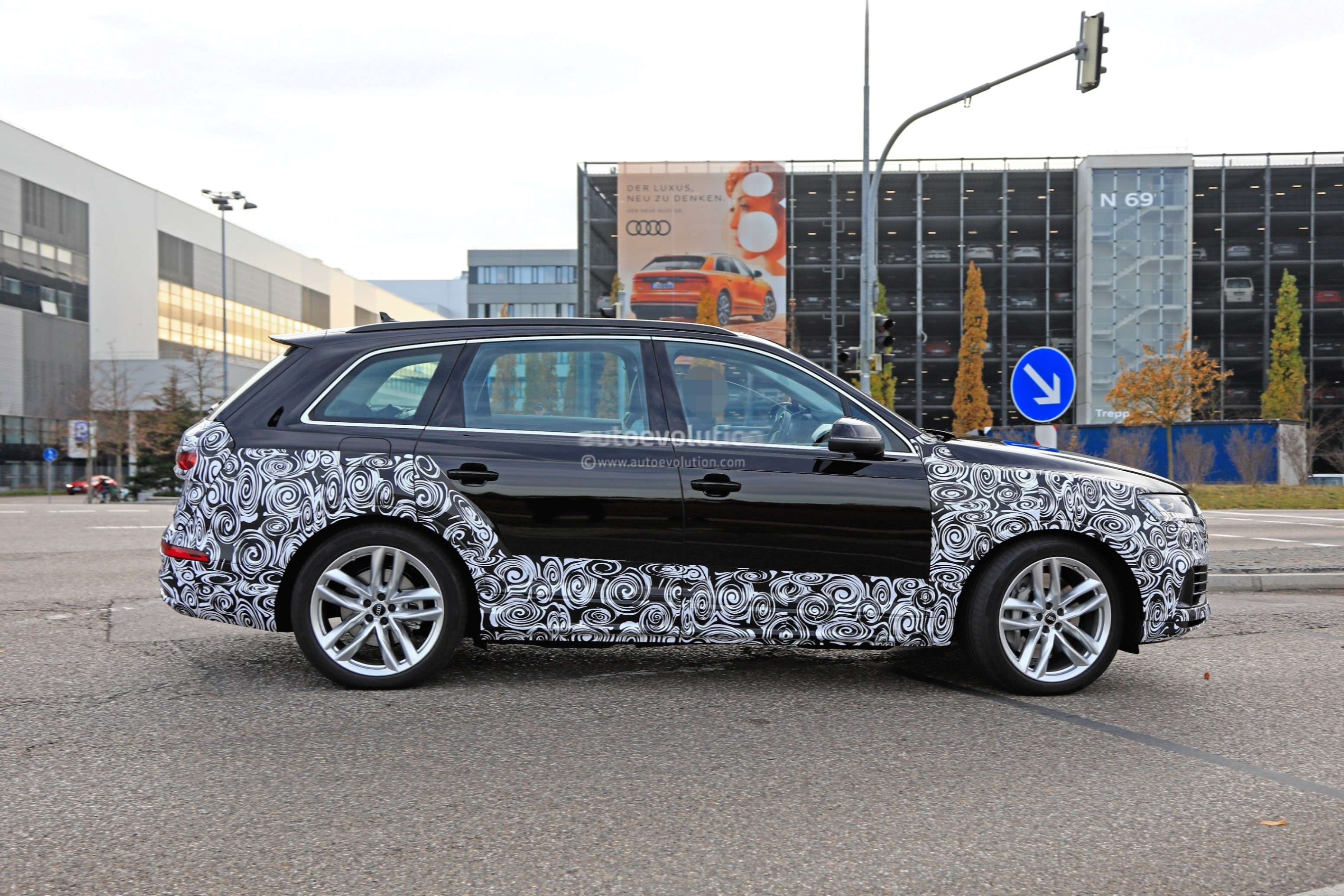 2020 Audi Q7 Facelift Spied, Features Dual-Screen Infotainment System From Q8 - autoevolution