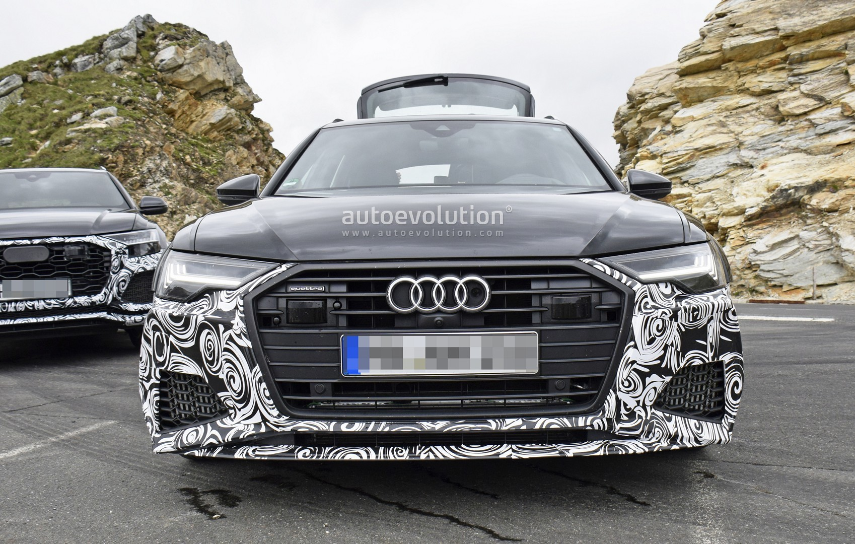 [Imagen: 2020-audi-rs6-avant-makes-spy-photo-debut_6.jpg]