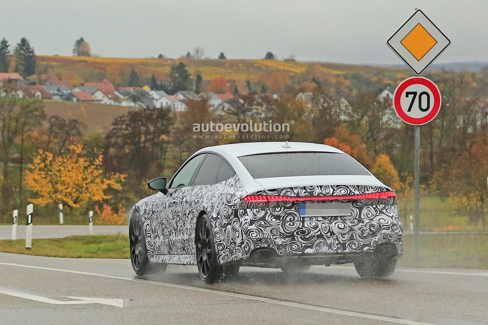 2017 - [Audi] A7 Sportback II - Page 8 2020-audi-rs7-sportback-spied-in-production-form-as-700-hp-hybrid-rumors-remain_5