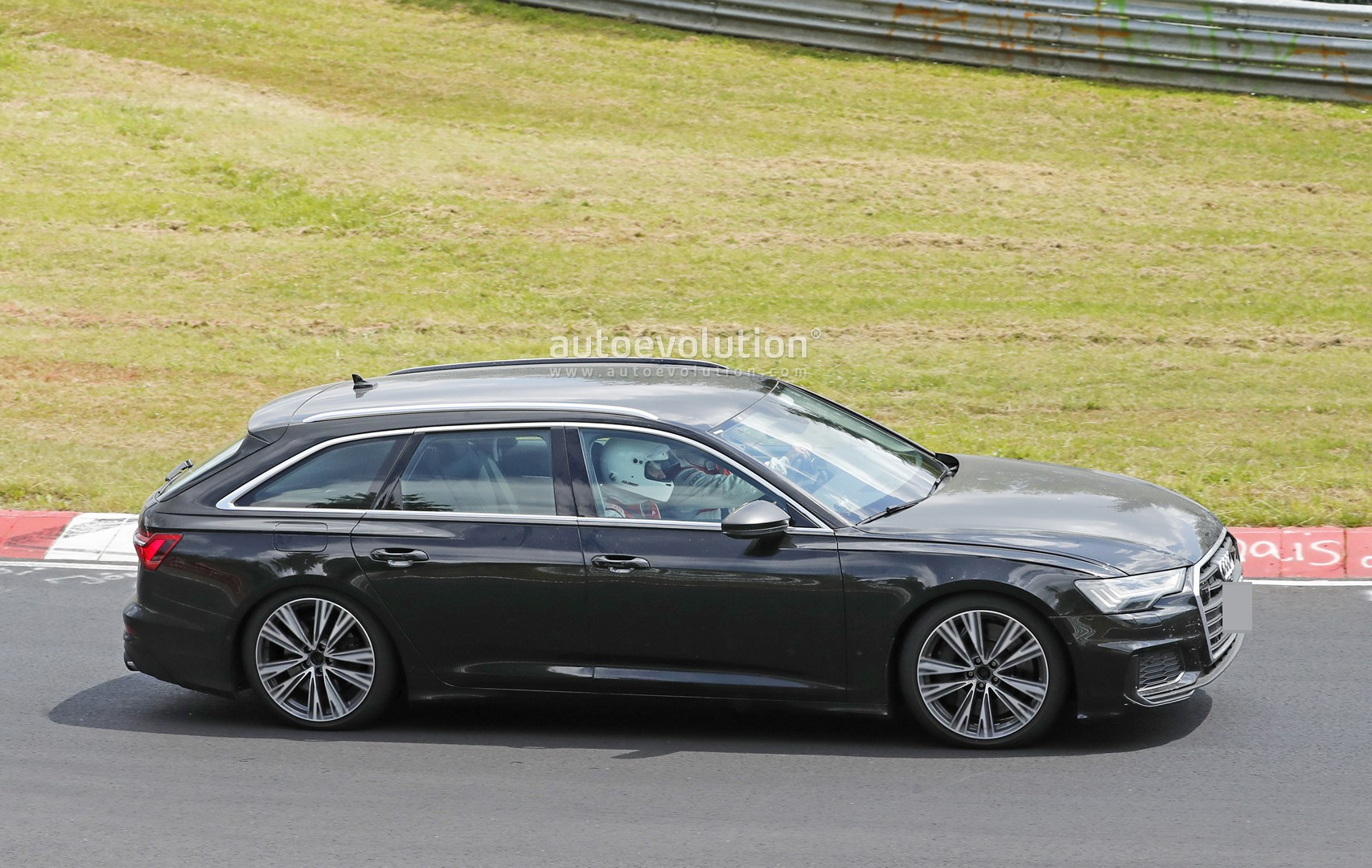 2020 Audi S6 Avant Leans Hard into Corners at the ...