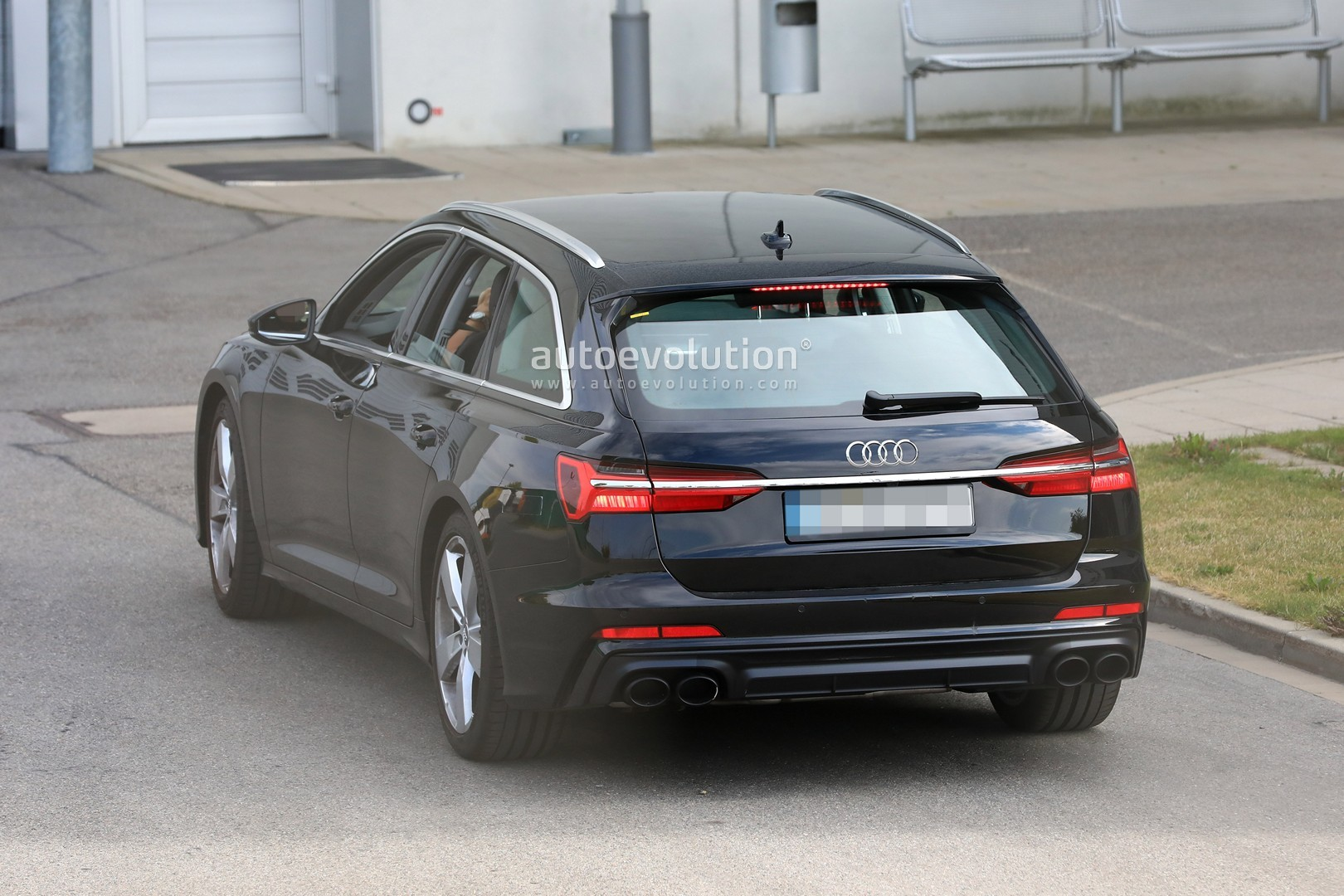2017 - [Audi] A6 Berline & Avant [C8] - Page 10 2020-audi-s6-avant-spied-with-no-camo-looks-very-understated_8