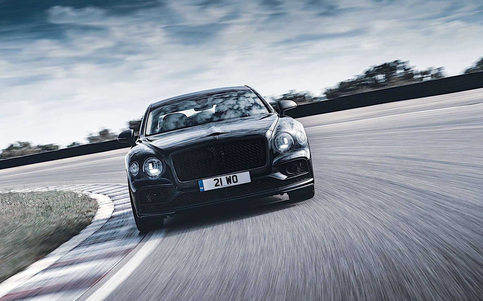 New Bentley Flying Spur to feature four-wheel steering