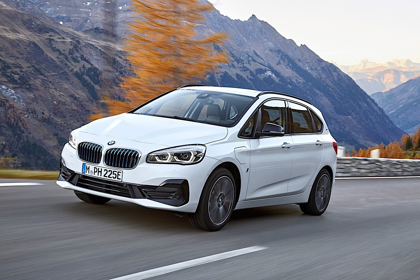 2020 BMW 225xe Active Tourer Rumors And Specs >> 2020 Bmw 225xe Active Tourer Revealed With More Range And