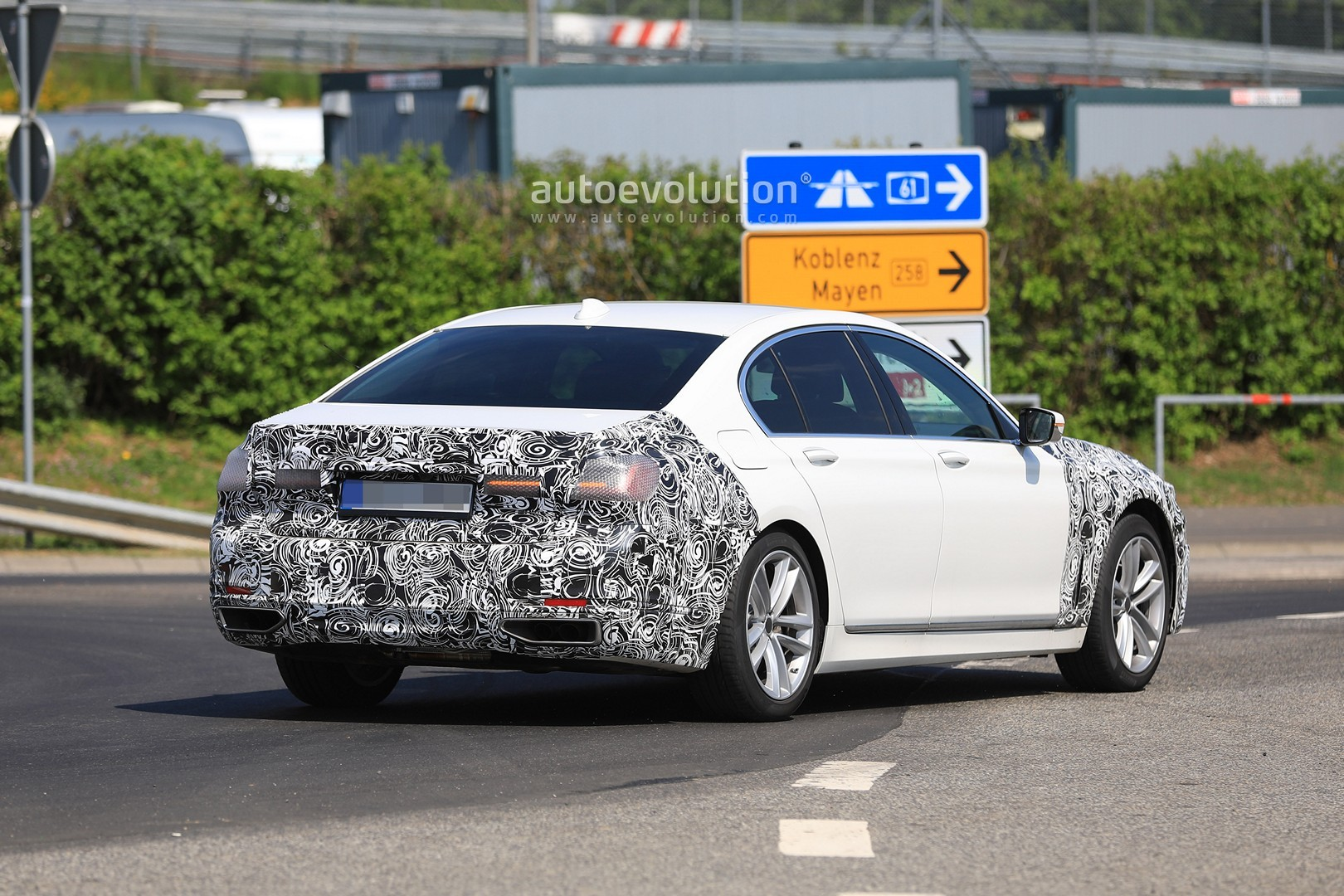2020 Bmw 7 Series Facelift Gets Quot Pig Nose Quot Face Thanks To X7 Grille Infusion Autoevolution
