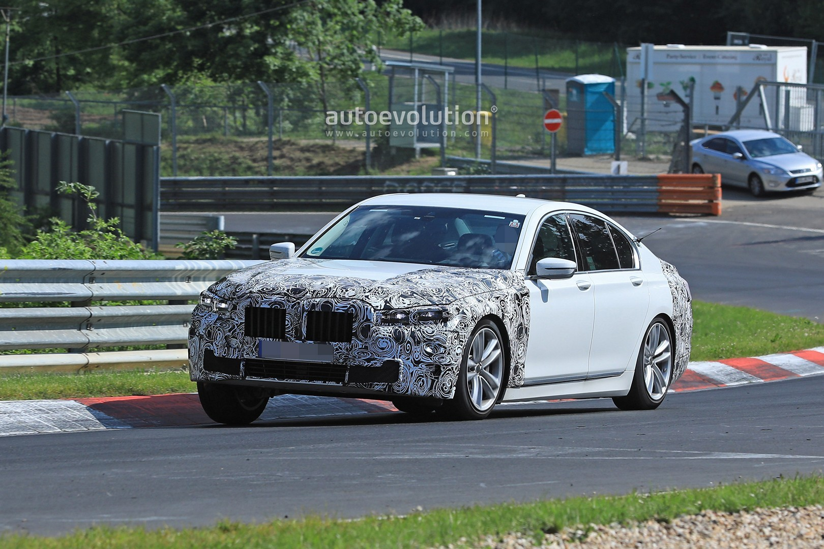 2020 Bmw 7 Series Facelift Gets Pig Nose Face Thanks To X7 Grille