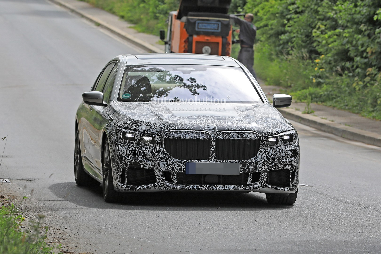 BMW 7 Series Refresh Sports the Mother of All Kidney Grilles