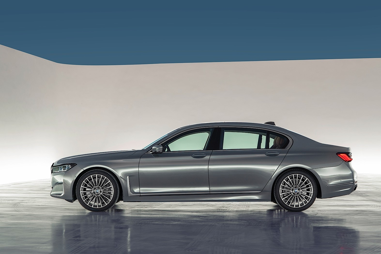 official 2020 bmw 7 series has more tech more power and. Black Bedroom Furniture Sets. Home Design Ideas