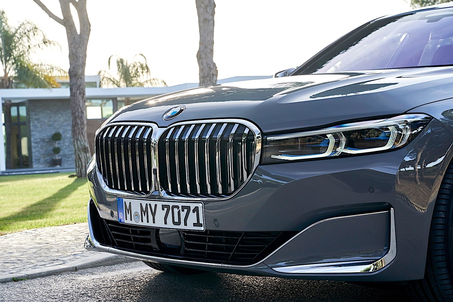 2020 BMW 7 Series Looks Huge in Extensive New Image ...