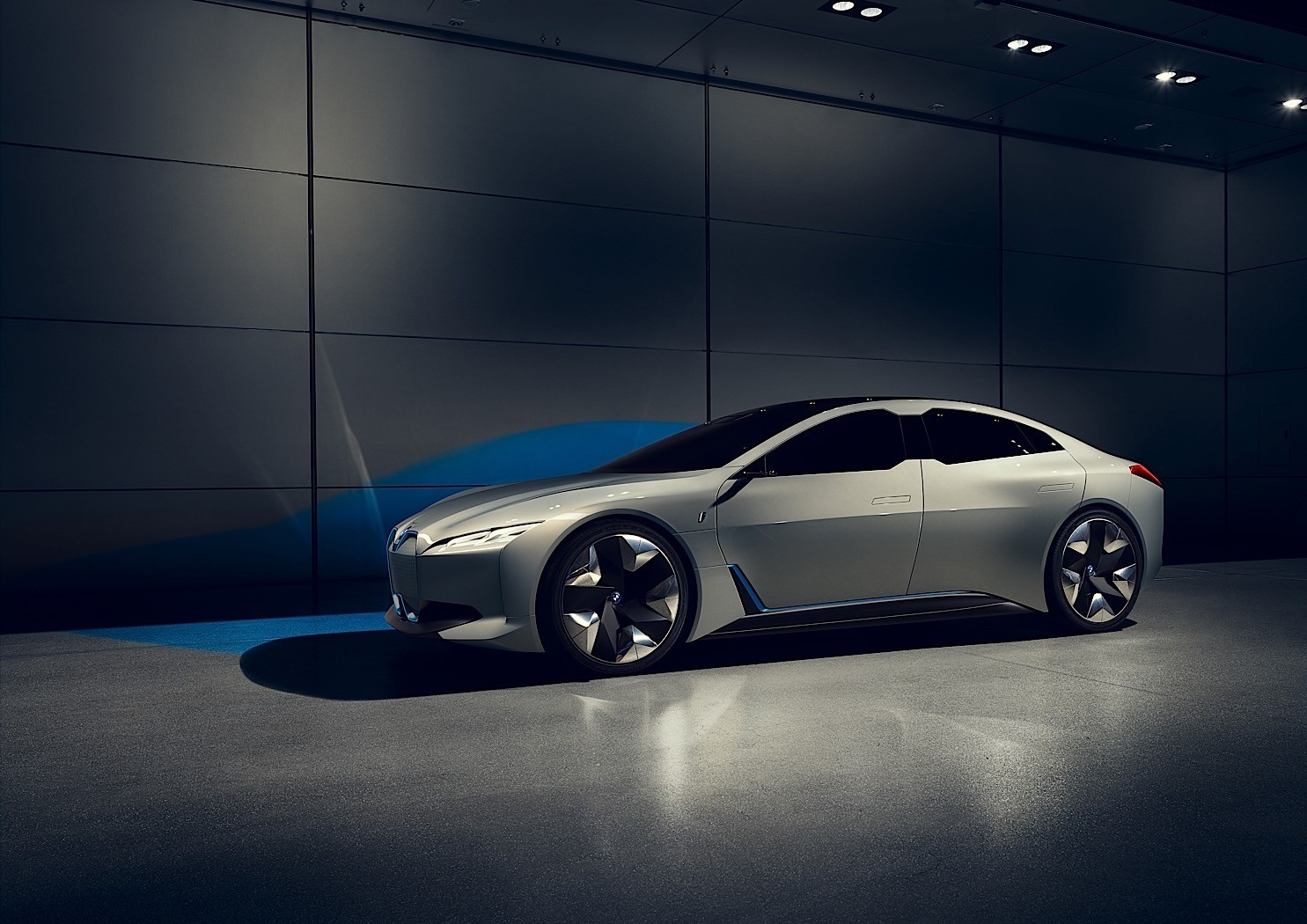 2020 Bmw I4 To Have Tesla Beating Range Autoevolution