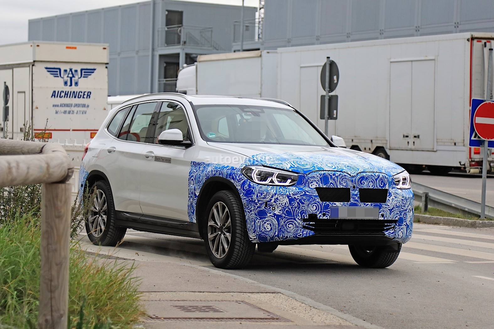 2016 - [BMW] X3 [G01] - Page 11 2020-bmw-ix3-shows-all-angles-in-new-spyshots_17
