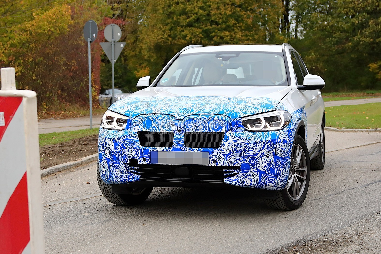 2016 - [BMW] X3 [G01] - Page 11 2020-bmw-ix3-shows-all-angles-in-new-spyshots_21