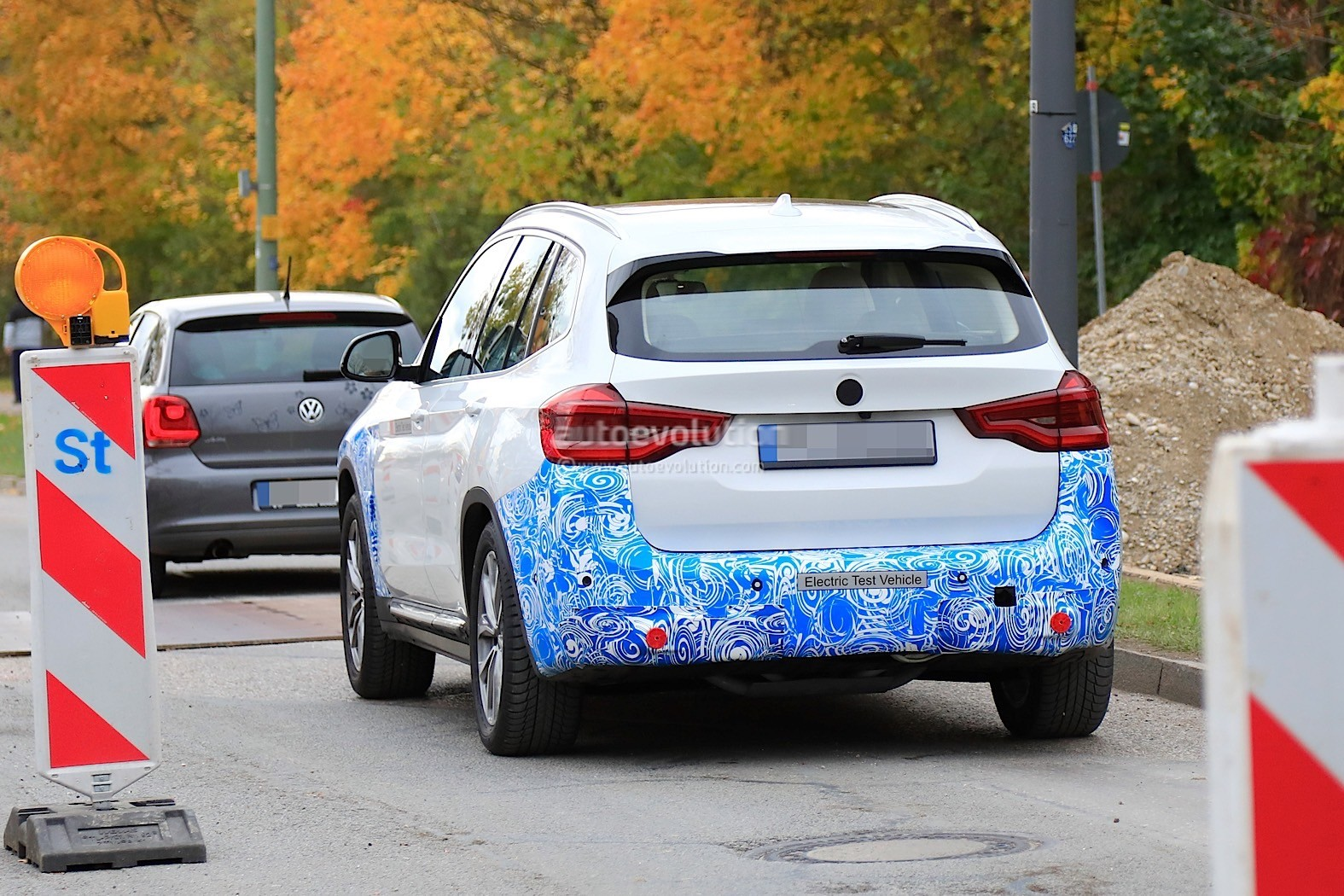 2016 - [BMW] X3 [G01] - Page 11 2020-bmw-ix3-shows-all-angles-in-new-spyshots_24