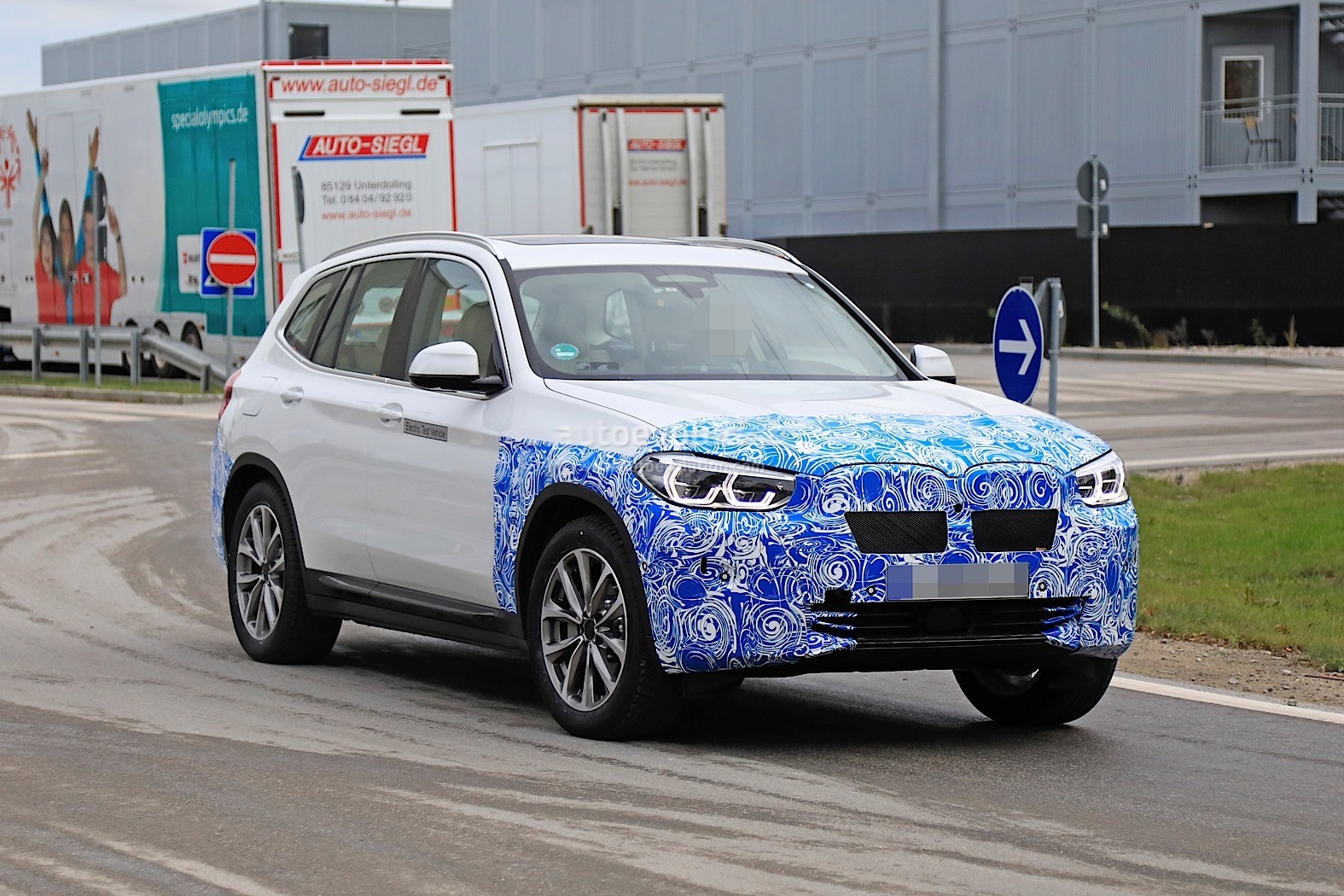 2016 - [BMW] X3 [G01] - Page 11 2020-bmw-ix3-shows-all-angles-in-new-spyshots_27