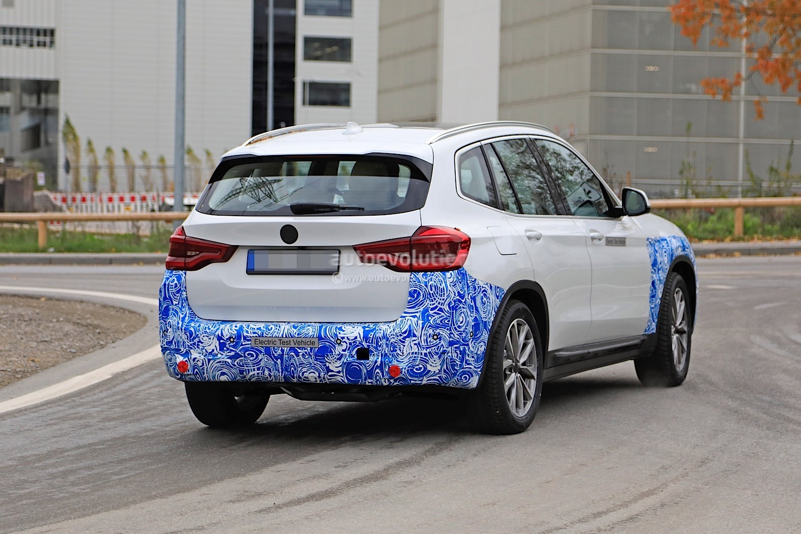 2016 - [BMW] X3 [G01] - Page 11 2020-bmw-ix3-shows-all-angles-in-new-spyshots_31
