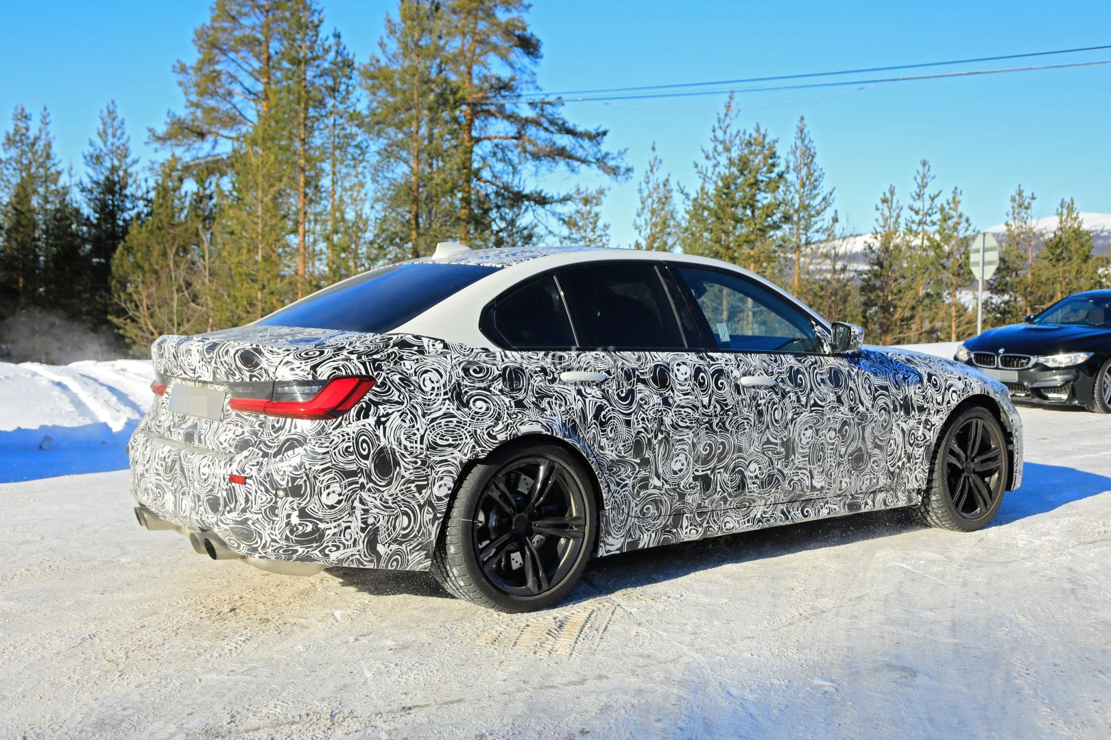 2020 - [BMW] M3/M4 - Page 3 2020-bmw-m3-spotted-in-traffic-shows-flared-wheel-arches_10