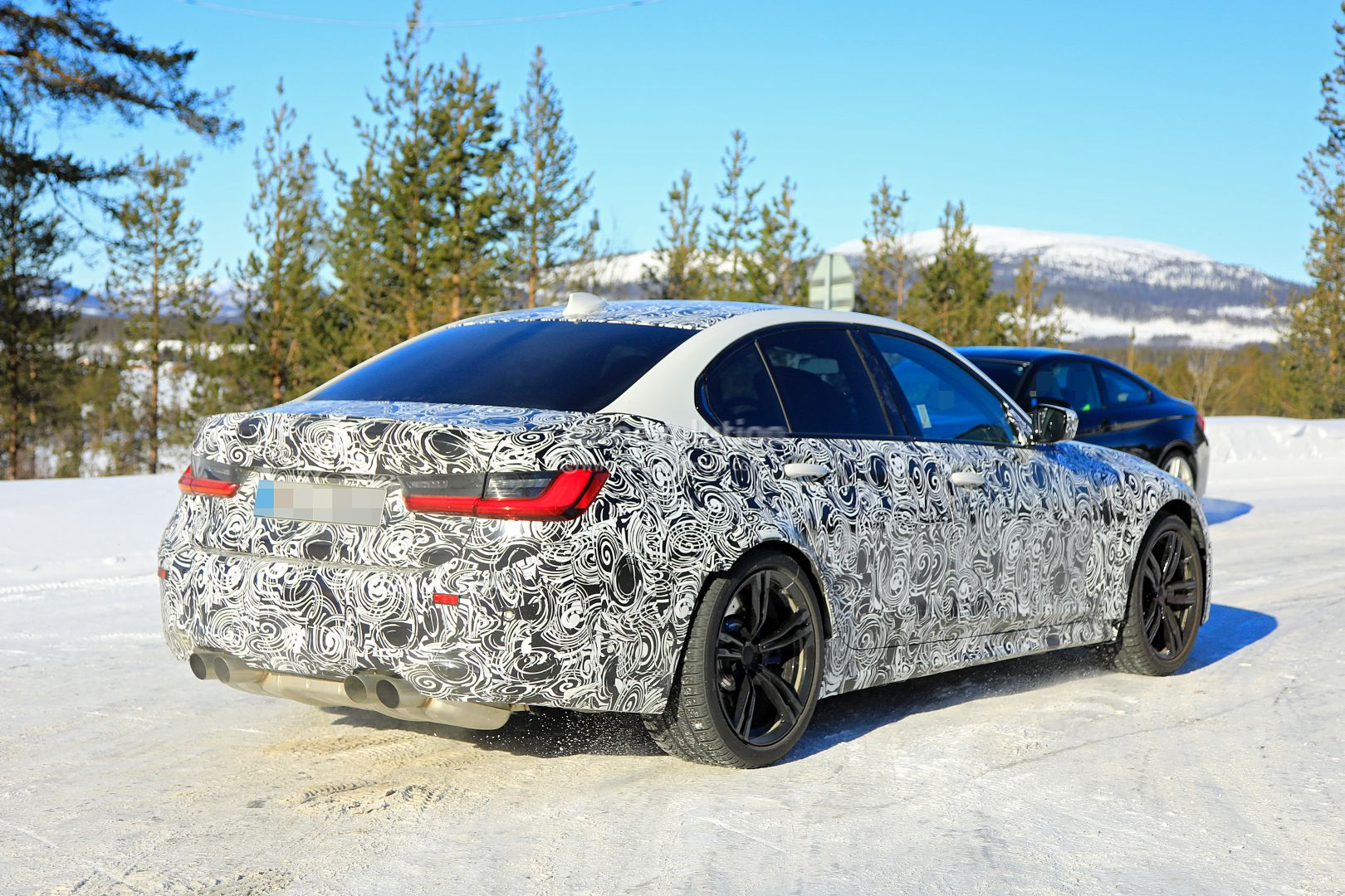 2020 - [BMW] M3/M4 - Page 3 2020-bmw-m3-spotted-in-traffic-shows-flared-wheel-arches_11