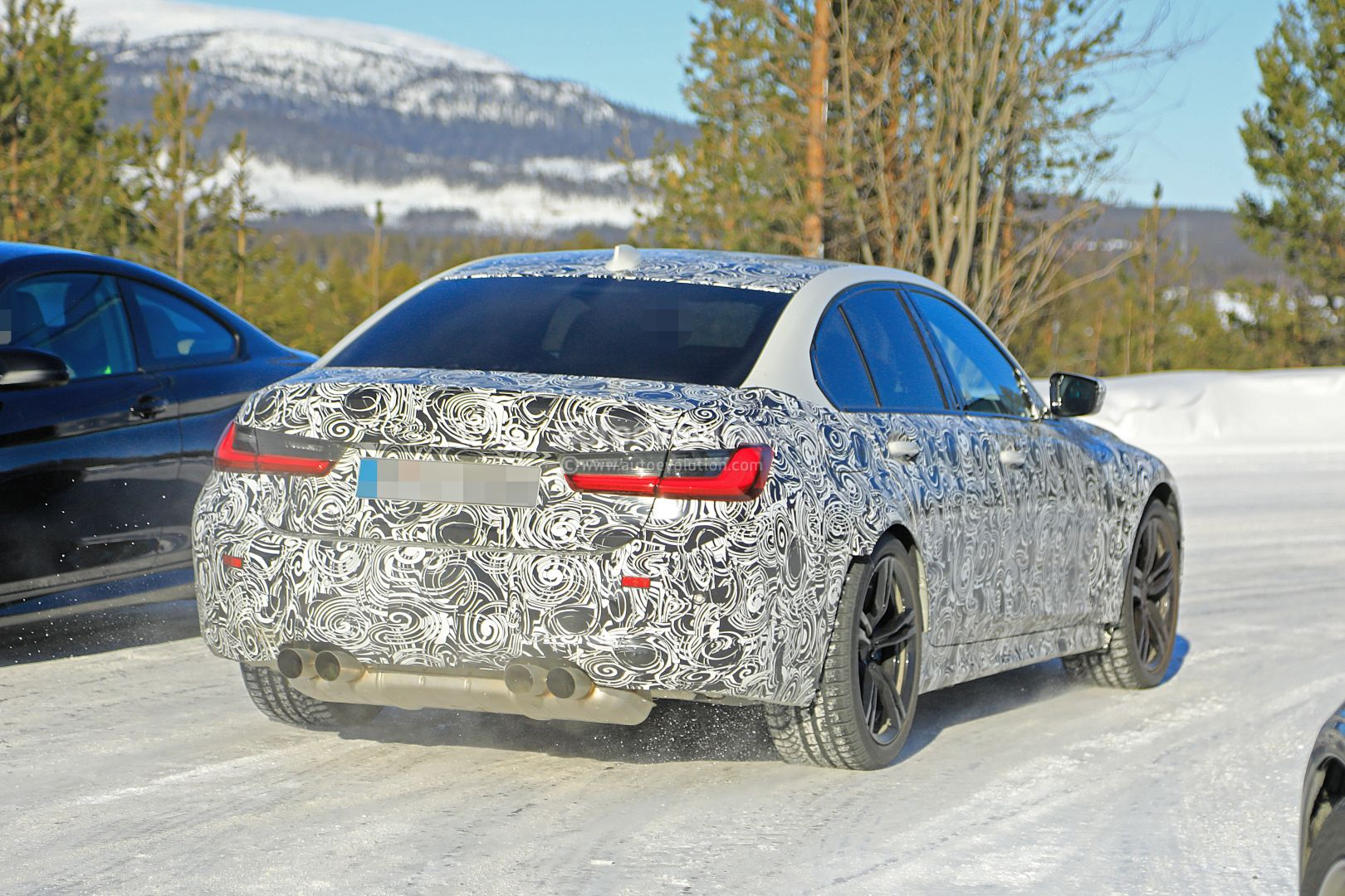2020 - [BMW] M3/M4 - Page 3 2020-bmw-m3-spotted-in-traffic-shows-flared-wheel-arches_12
