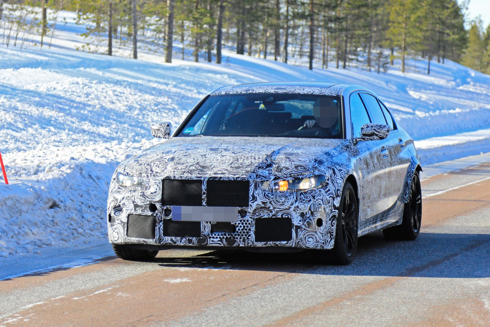 2020 - [BMW] M3/M4 - Page 3 2020-bmw-m3-spotted-in-traffic-shows-flared-wheel-arches_2