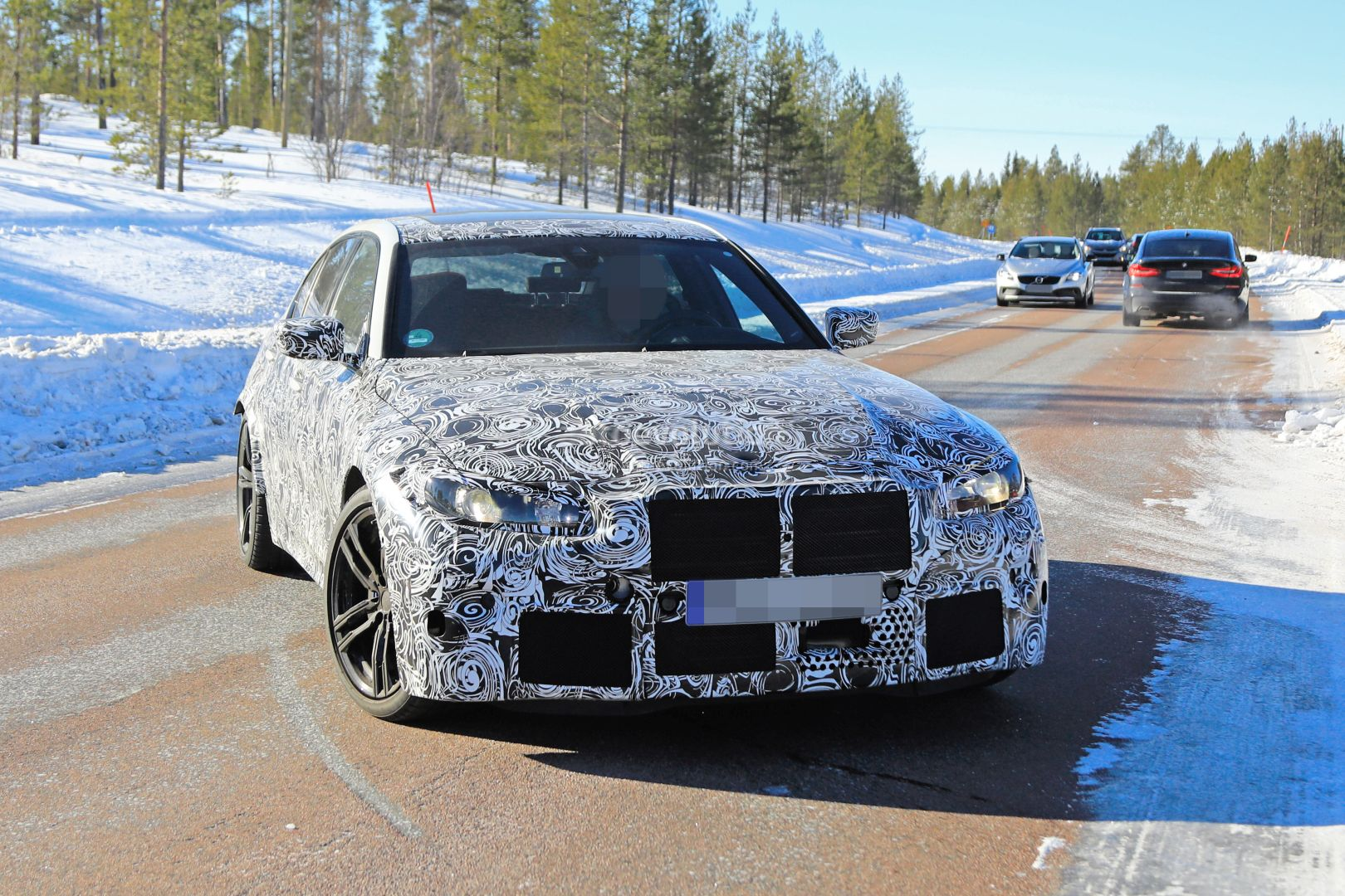 2020 - [BMW] M3/M4 - Page 3 2020-bmw-m3-spotted-in-traffic-shows-flared-wheel-arches_6