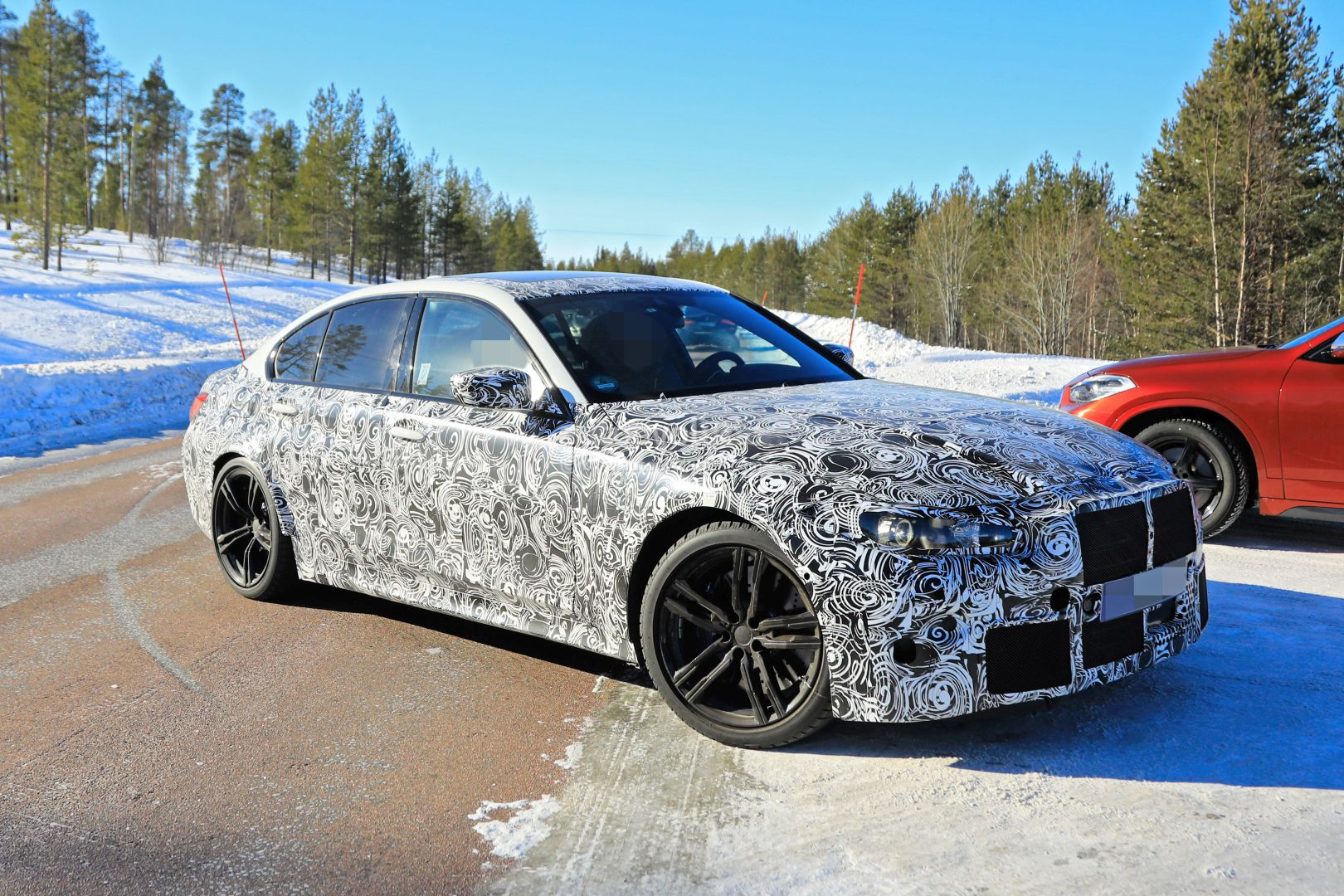 2020 - [BMW] M3/M4 - Page 3 2020-bmw-m3-spotted-in-traffic-shows-flared-wheel-arches_7