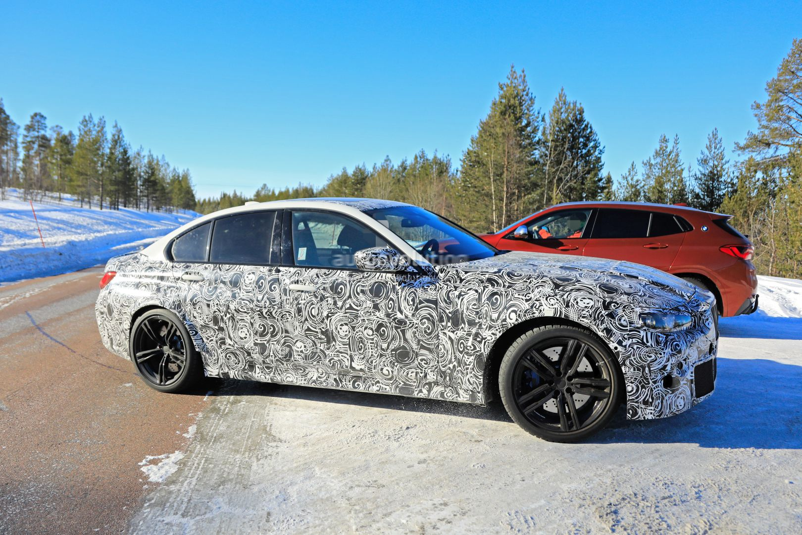 2020 - [BMW] M3/M4 - Page 3 2020-bmw-m3-spotted-in-traffic-shows-flared-wheel-arches_8