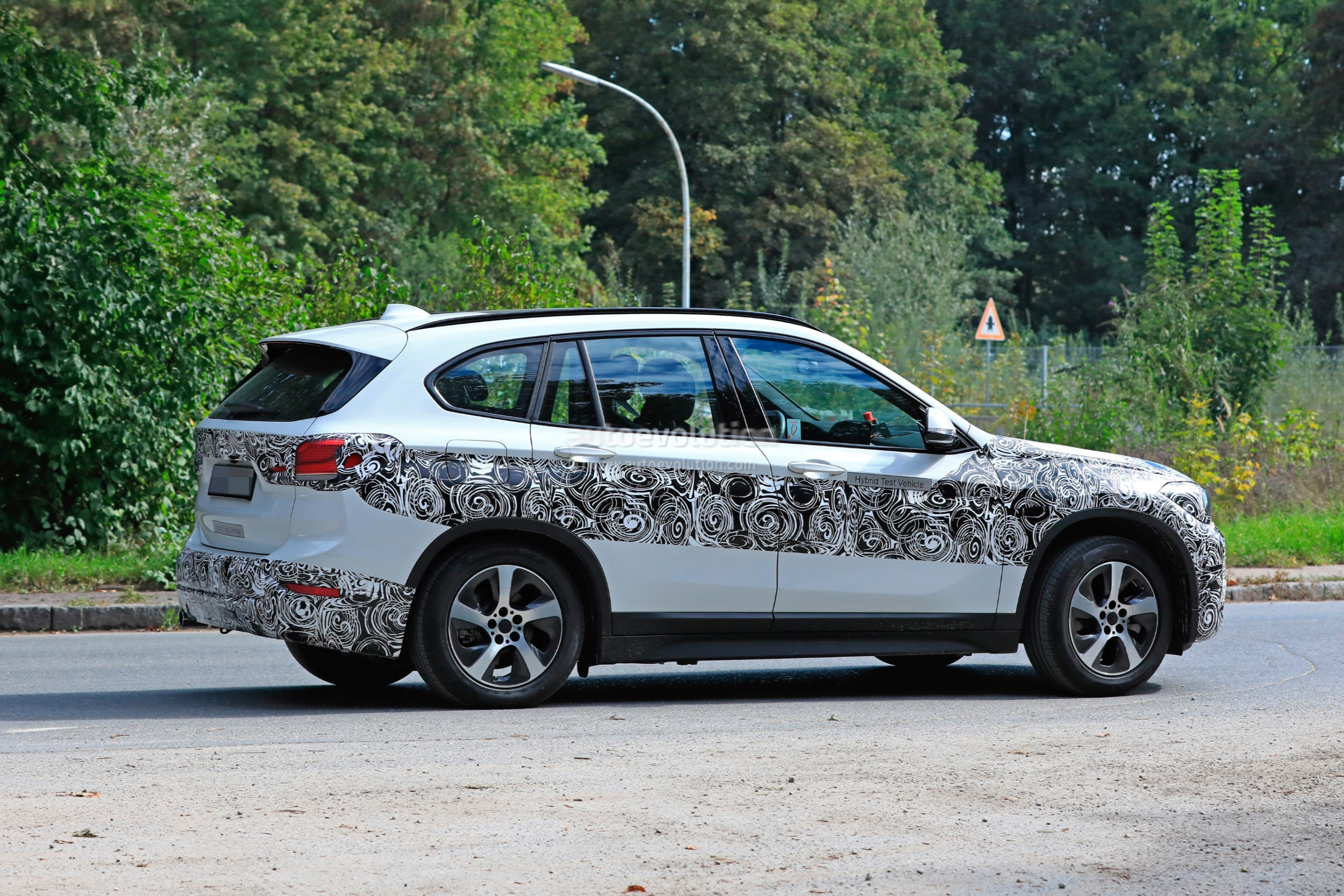 2020 bmw x1 xdrive 25e iperformance spied with eco friendly wheels autoevolution. Black Bedroom Furniture Sets. Home Design Ideas