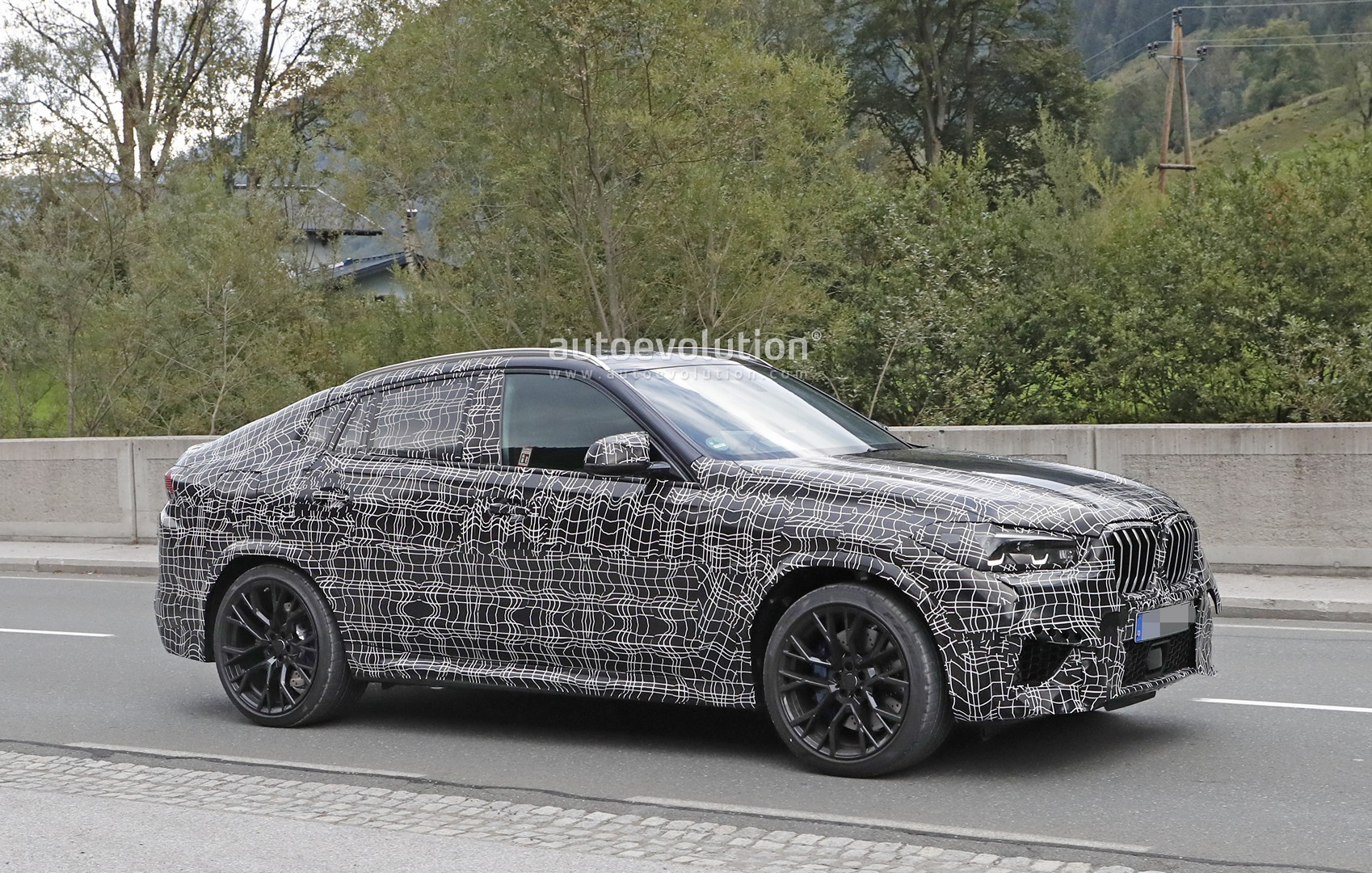 2020 BMW X6 M Spied Up Close and Personal - autoevolution