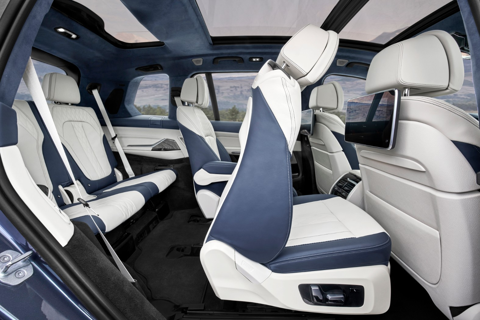 2020 Bmw X7 G07 Goes Official With 7 Seats And Gigantic