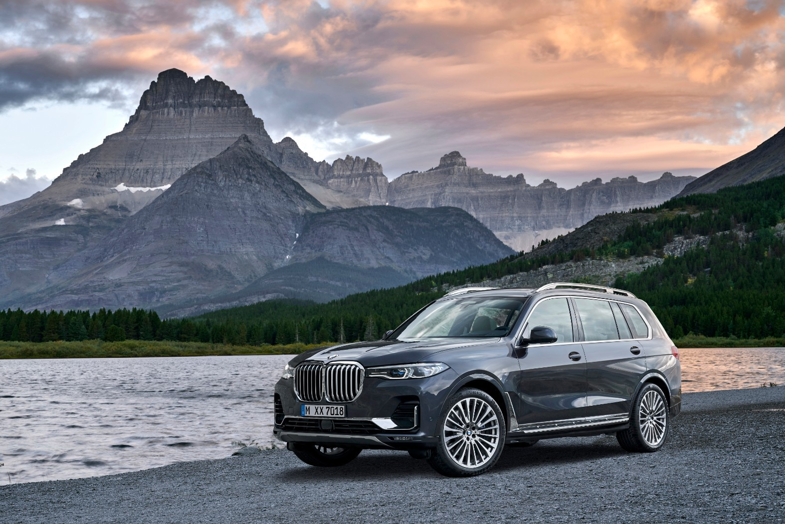 2020 Bmw X7 G07 Goes Official With 7 Seats And Gigantic Kidney Grilles Autoevolution