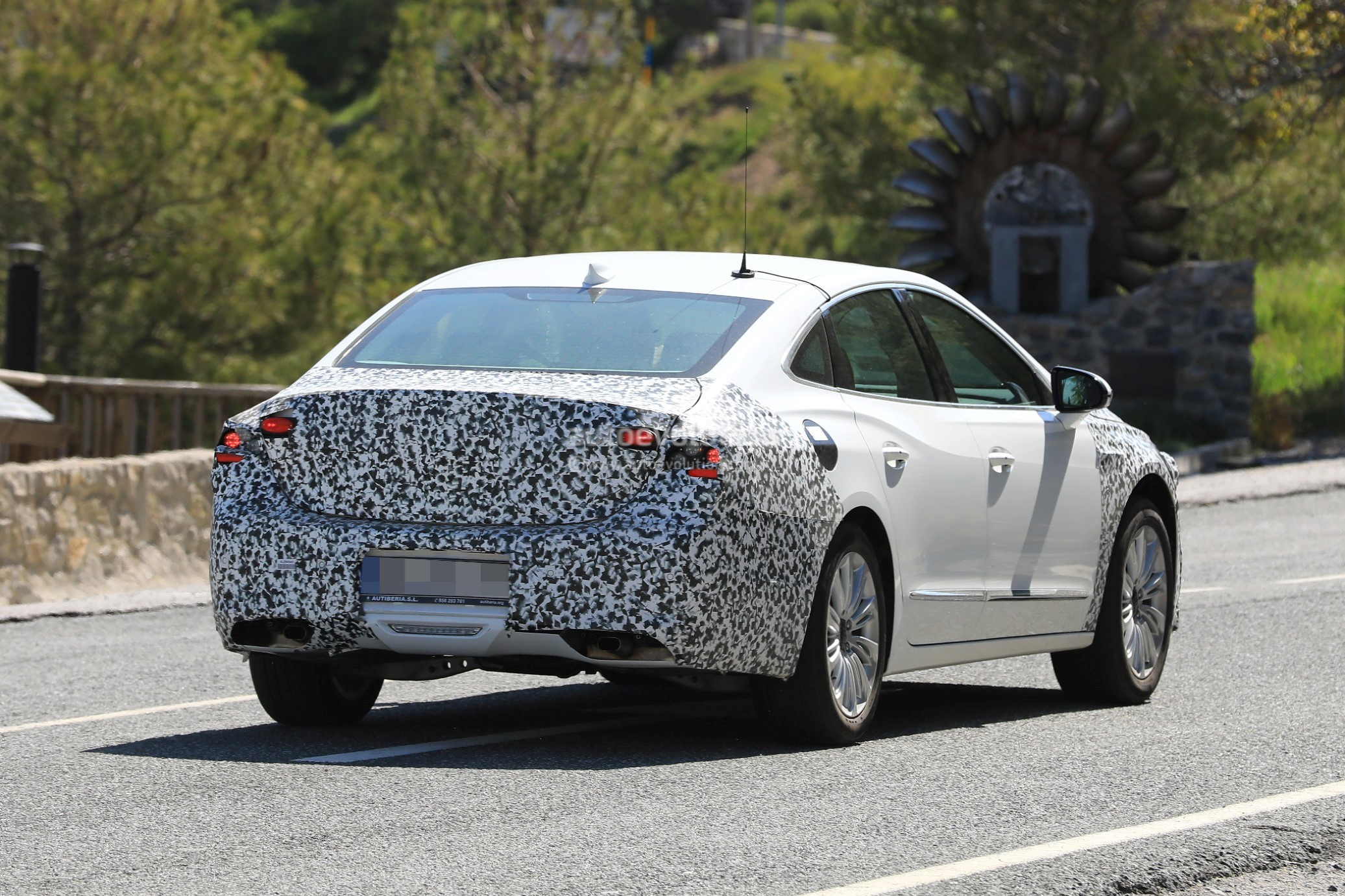 buick lacrosse lineup facelift spy canceled europe changes caught testing carscoops autoevolution spied minor styling china sb