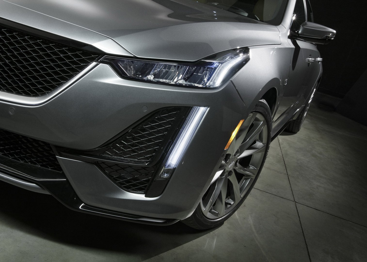 2020 Cadillac Ct5 Borrows Styling From Escala Concept