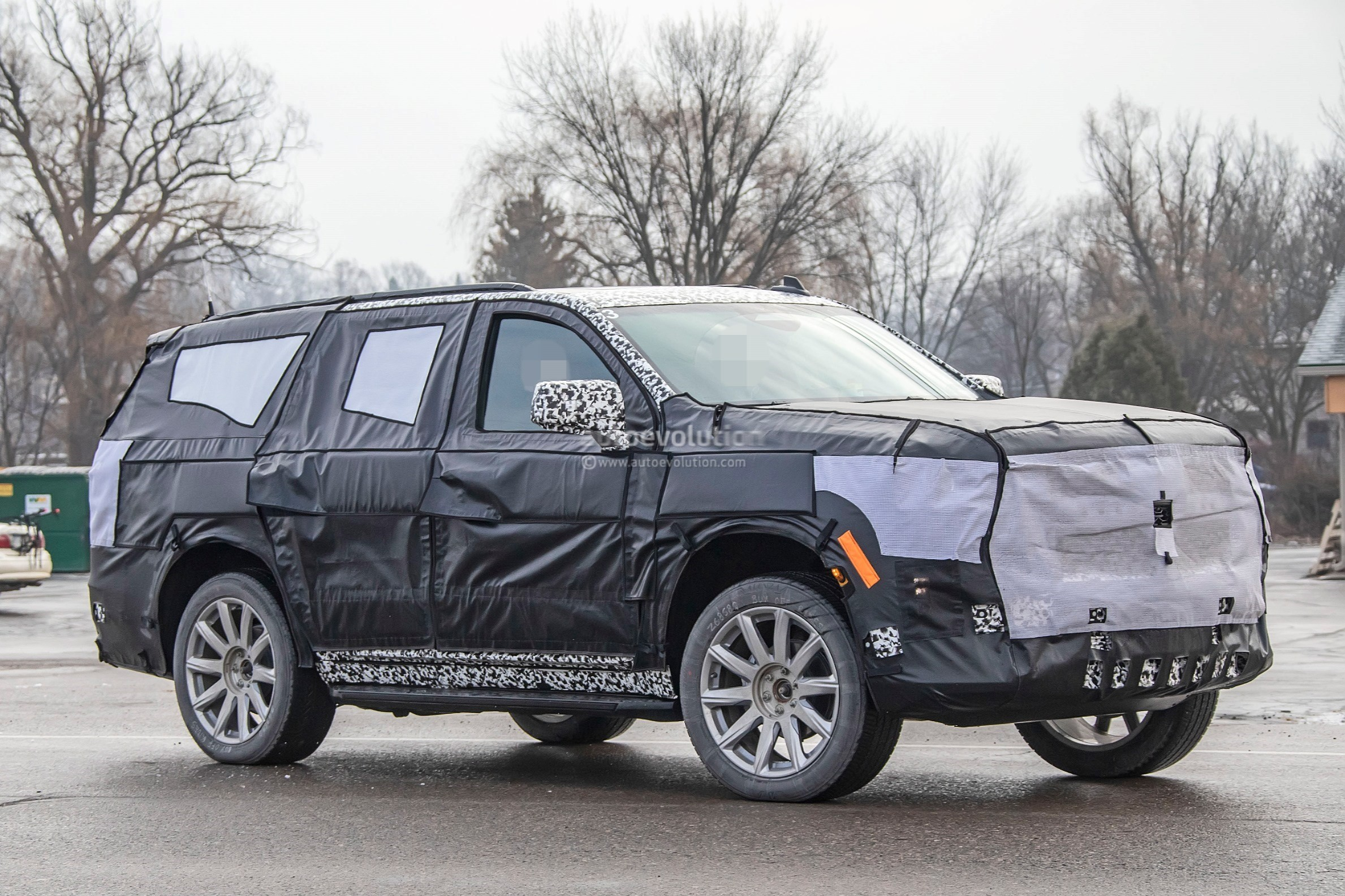 202 - [Cadillac] Escalade V 2020-cadillac-escalade-spied-with-makeshift-dodge-ram-crosshair-grille_25