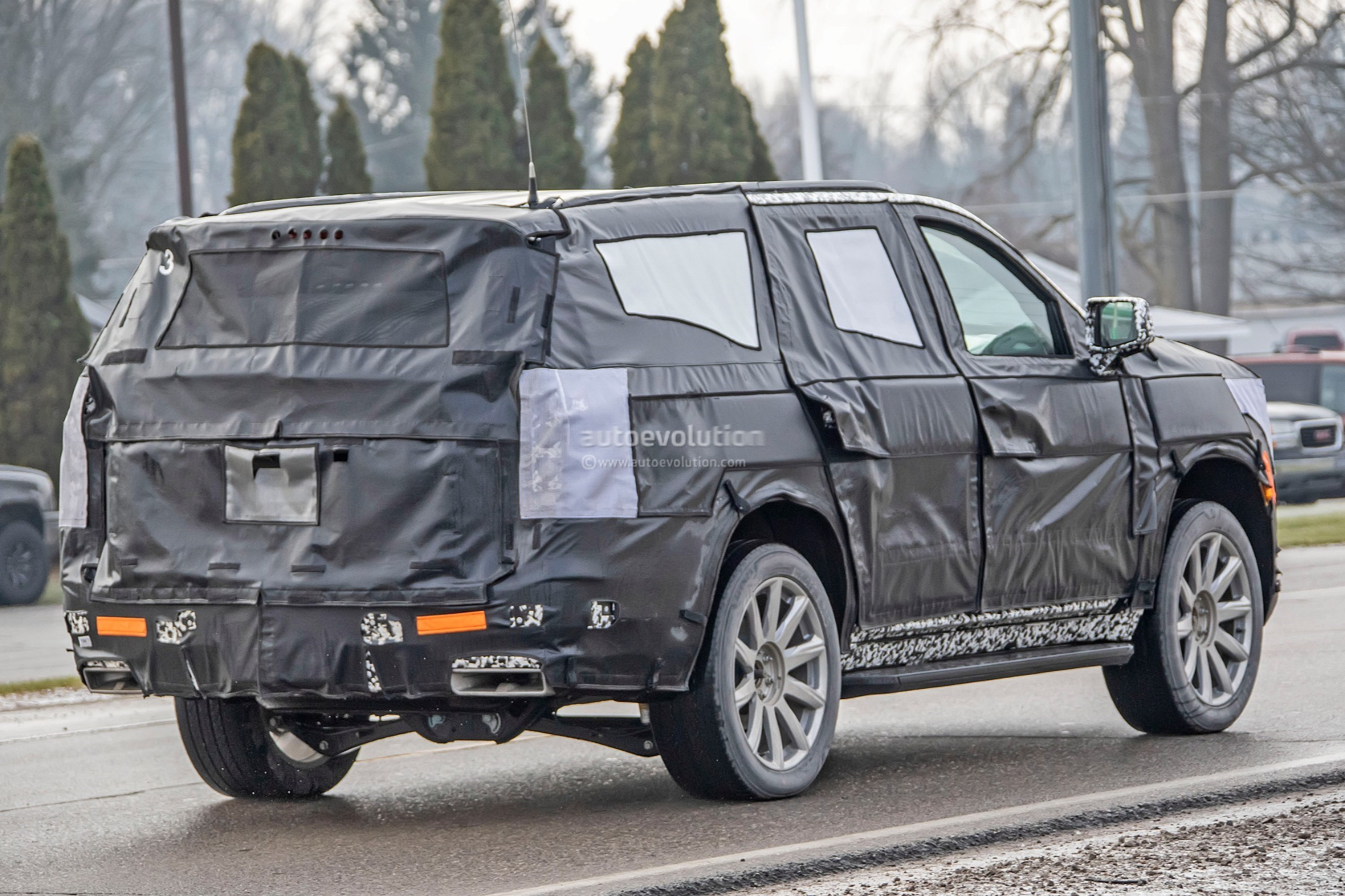 2020 - [Cadillac] Escalade V 2020-cadillac-escalade-spied-with-makeshift-dodge-ram-crosshair-grille_28