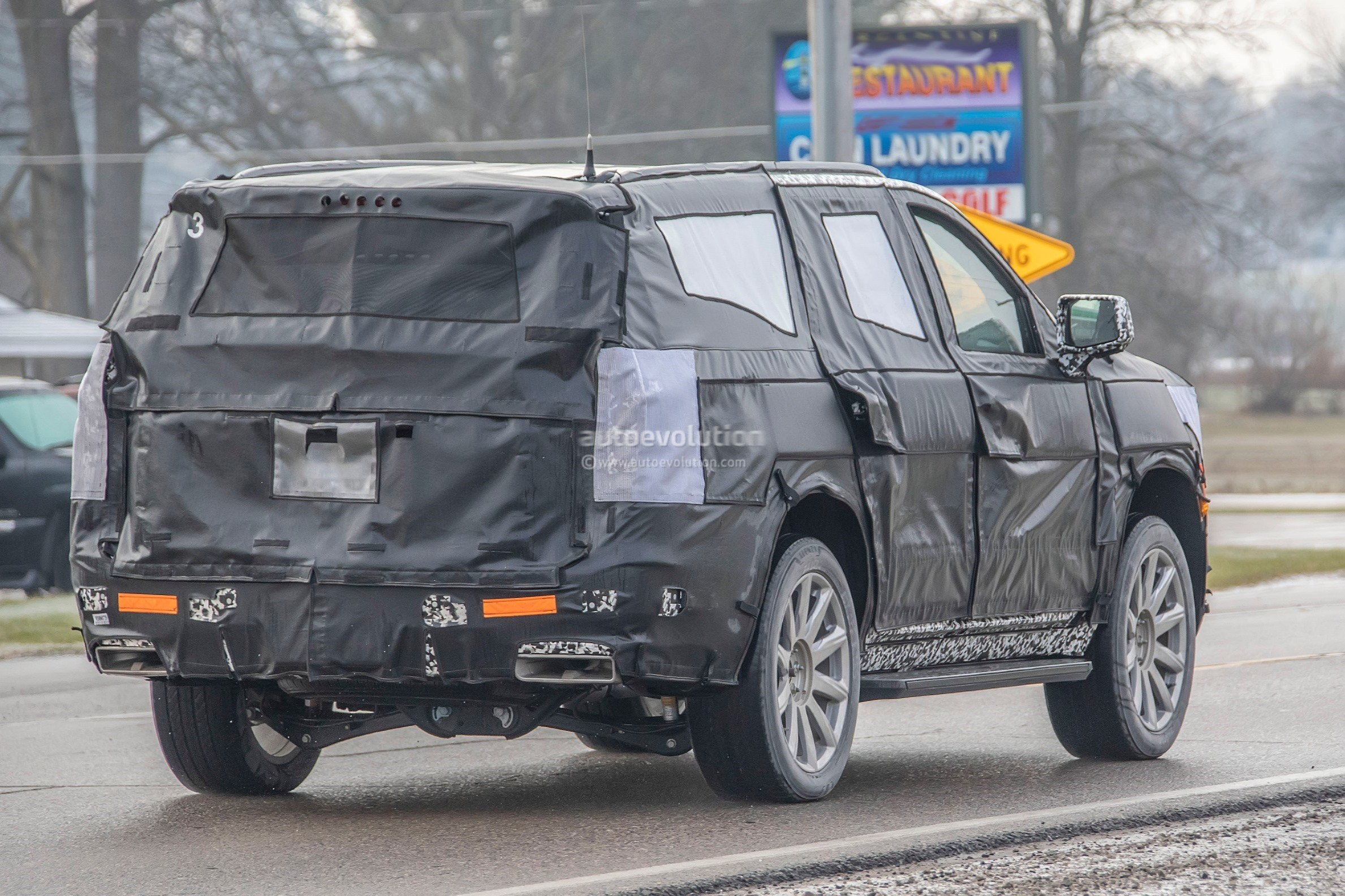 202 - [Cadillac] Escalade V 2020-cadillac-escalade-spied-with-makeshift-dodge-ram-crosshair-grille_29